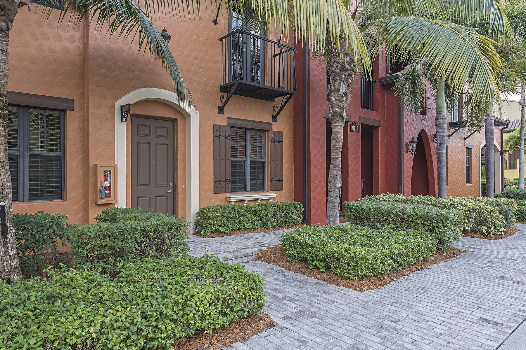 Condominio por un Venta en OLE - LELY RESORT 9110 Capistrano St S 8403 Naples, Florida, 34113 Estados Unidos
