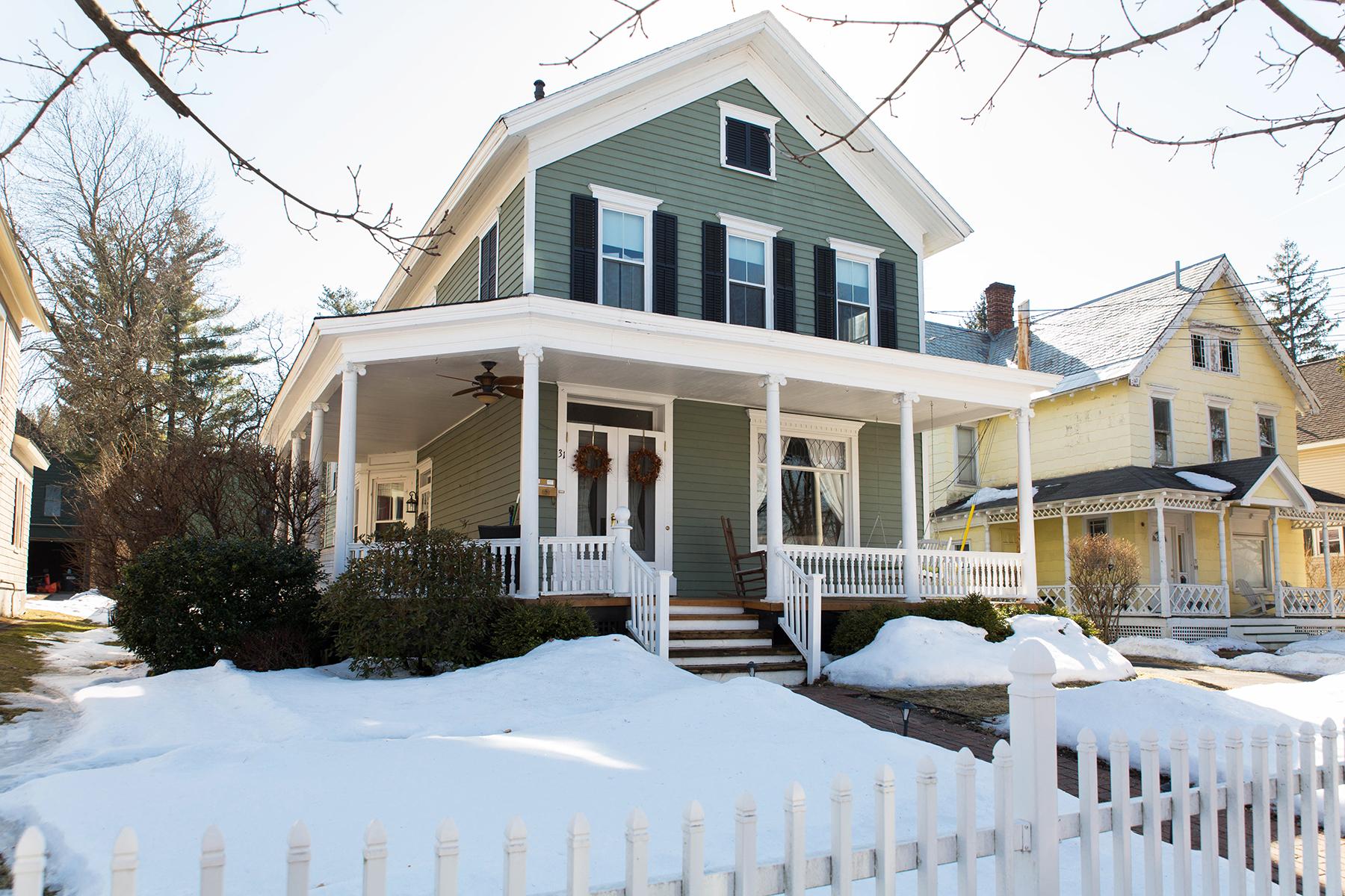 独户住宅 为 销售 在 1890's Victorian Classic 31 Mcmaster St 巴尔斯顿, 纽约州 12020 美国