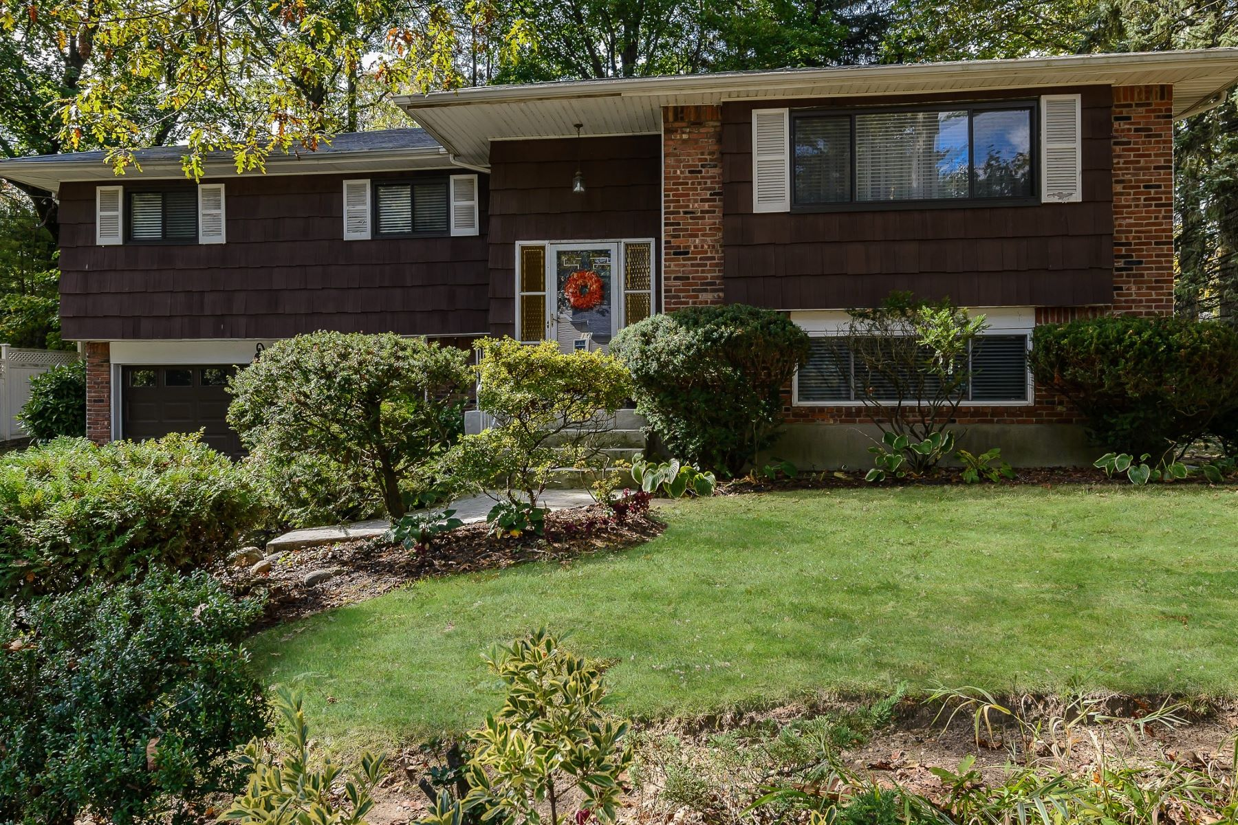Single Family Home for Sale at 10 Mineola Ave , Roslyn Estates, NY 11576 10 Mineola Ave, Roslyn Estates, New York, 11576 United States