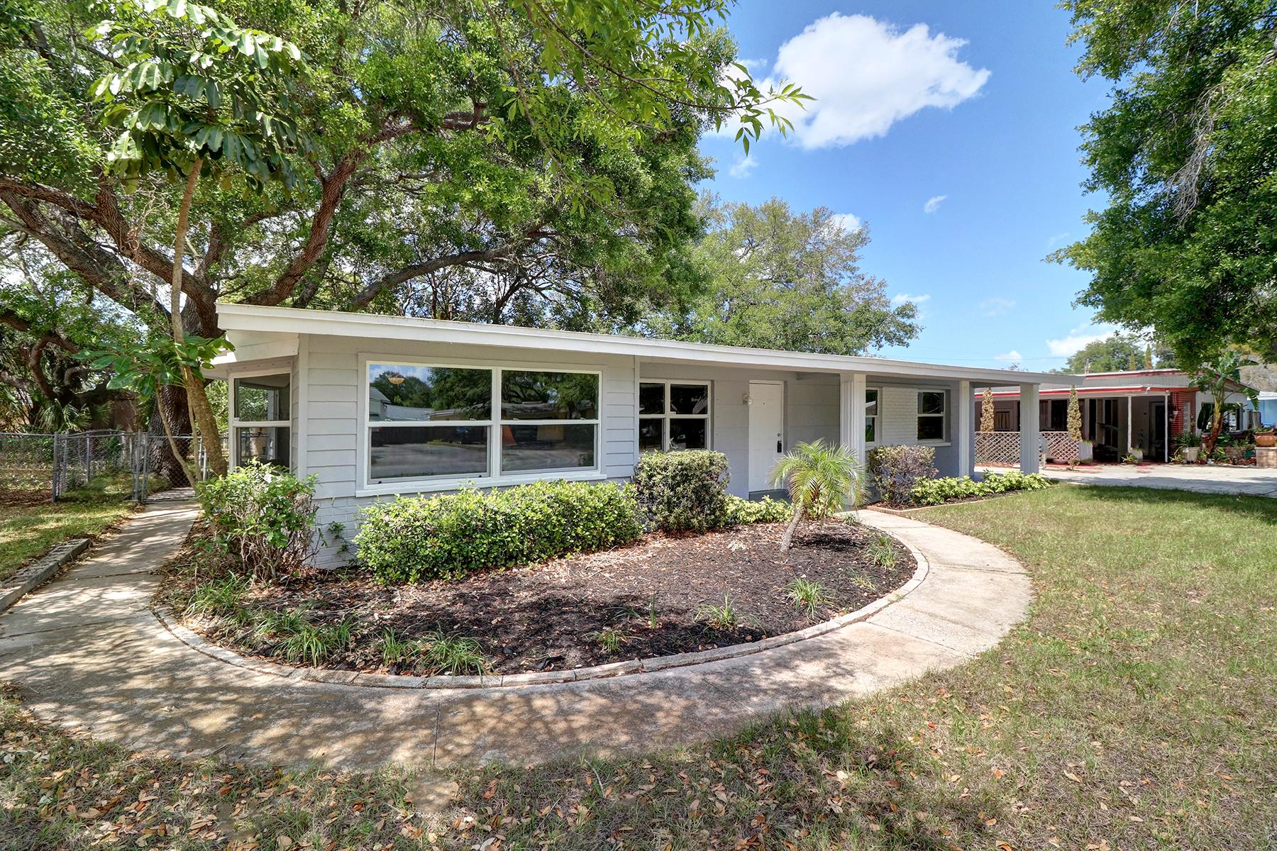 Casa para uma família para Venda às LARGO 1132 Nolan Dr Largo, Florida, 33770 Estados Unidos