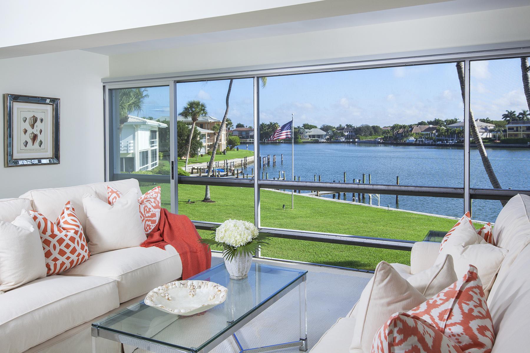 共管式独立产权公寓 为 销售 在 MOORINGS - EXECUTIVE CLUB 3300 Gulf Shore Blvd N 213 那不勒斯, 佛罗里达州, 34103 美国