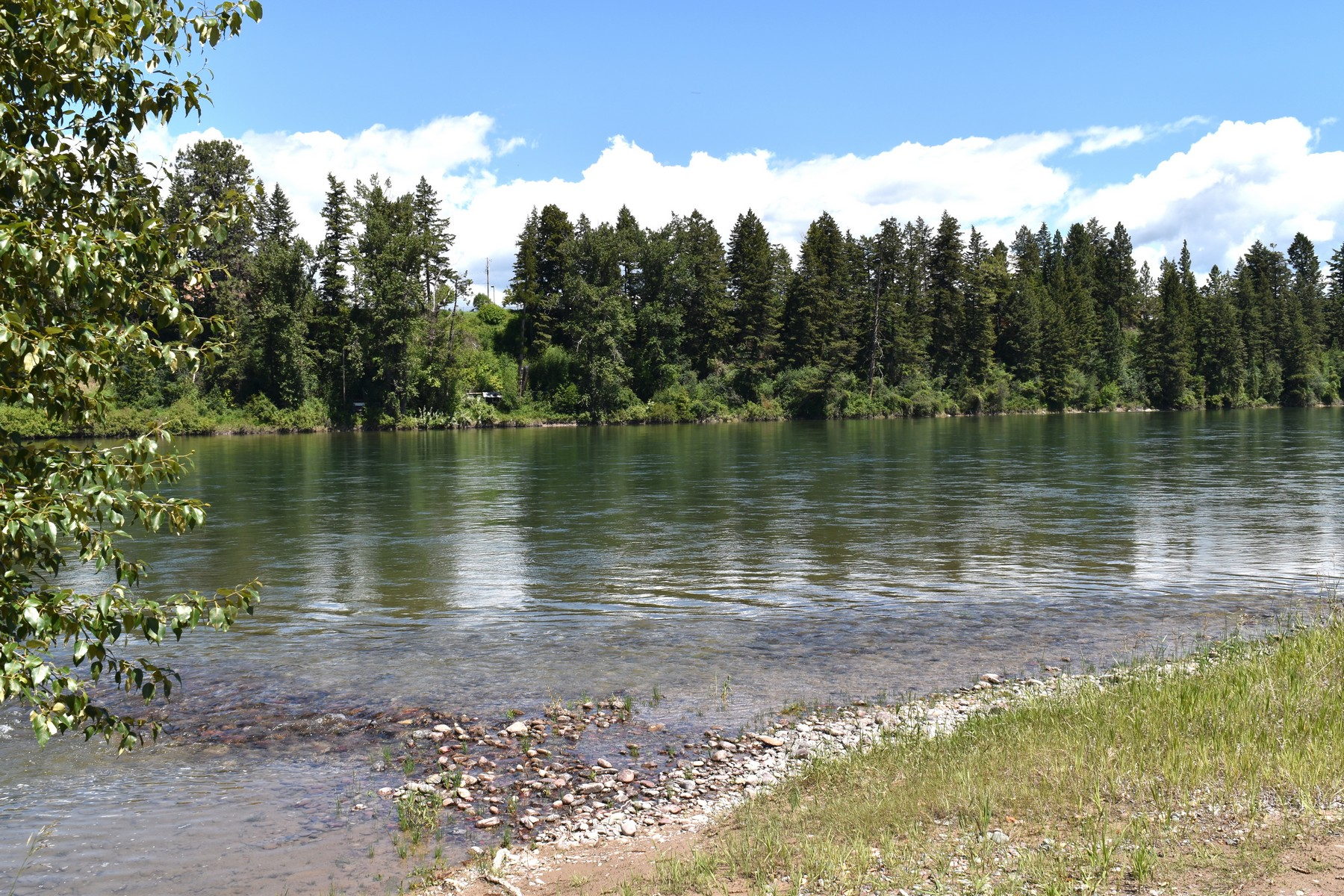 Additional photo for property listing at 1053 Waters Edge Way , Columbia Falls, MT 59912 1053  Waters Edge Way Columbia Falls, Montana 59912 United States
