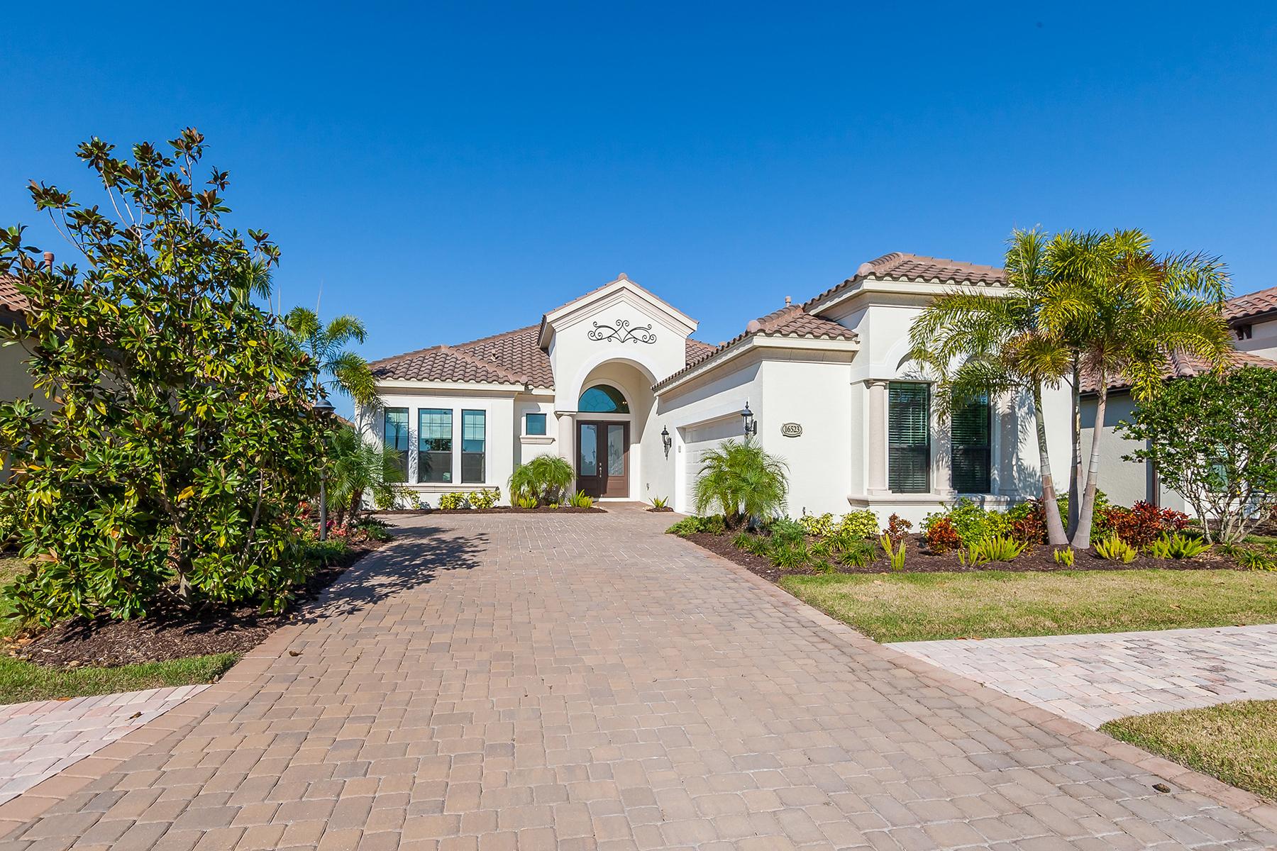 Villa per Vendita alle ore COUNTRY CLUB EAST 16523 Berwick Terr, Bradenton, Florida, 34202 Stati Uniti