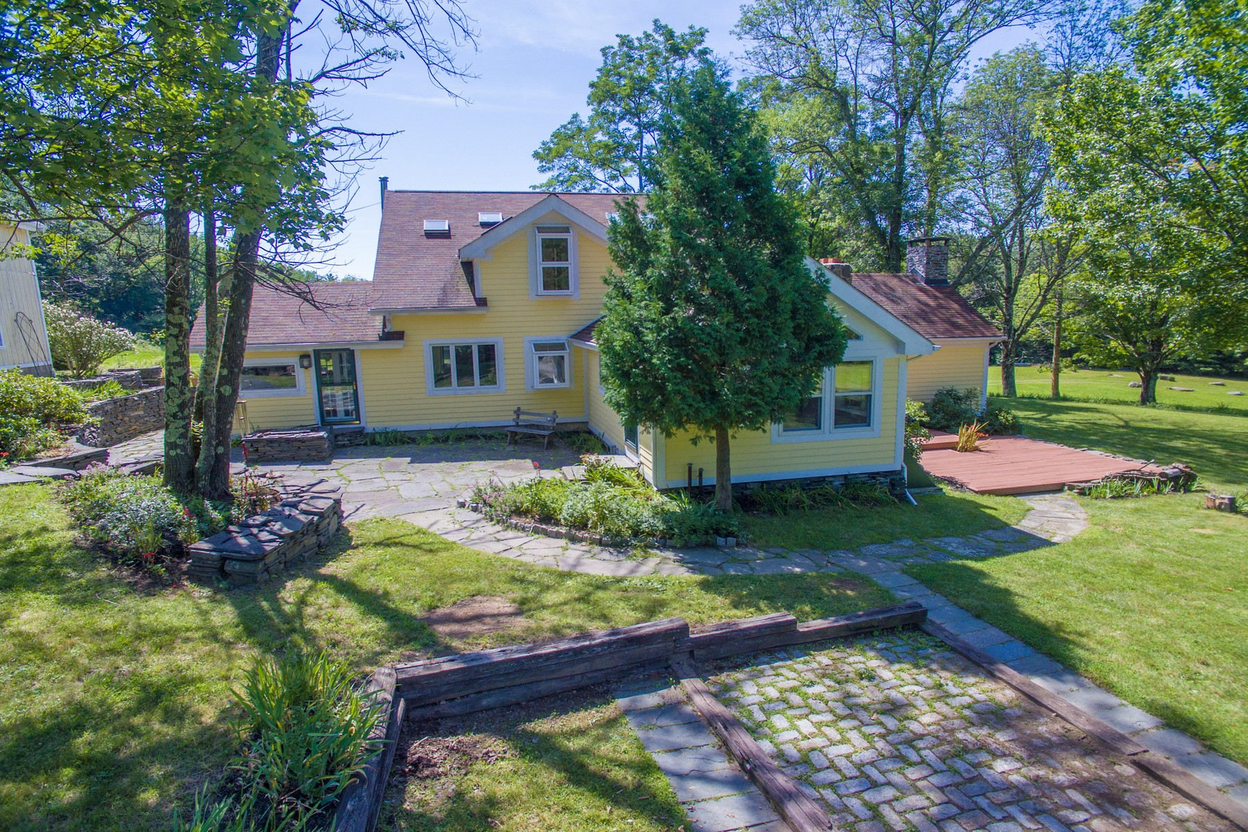 Single Family Home for Sale at VanWinkle Farmhouse on Butternut Pond 170 Chase Rd Shokan, New York 12481 United States