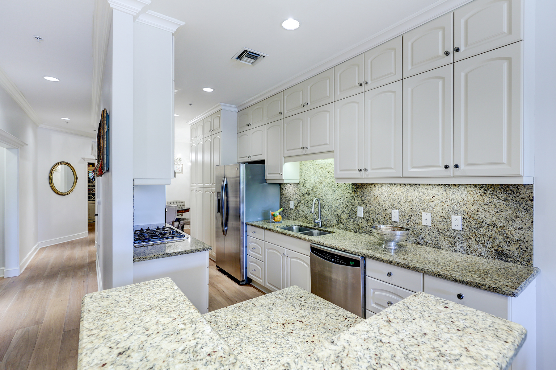 Additional photo for property listing at OLDE NAPLES - 555 ON FIFTH 555  5th Ave  S 201,  Naples, Florida 34102 United States