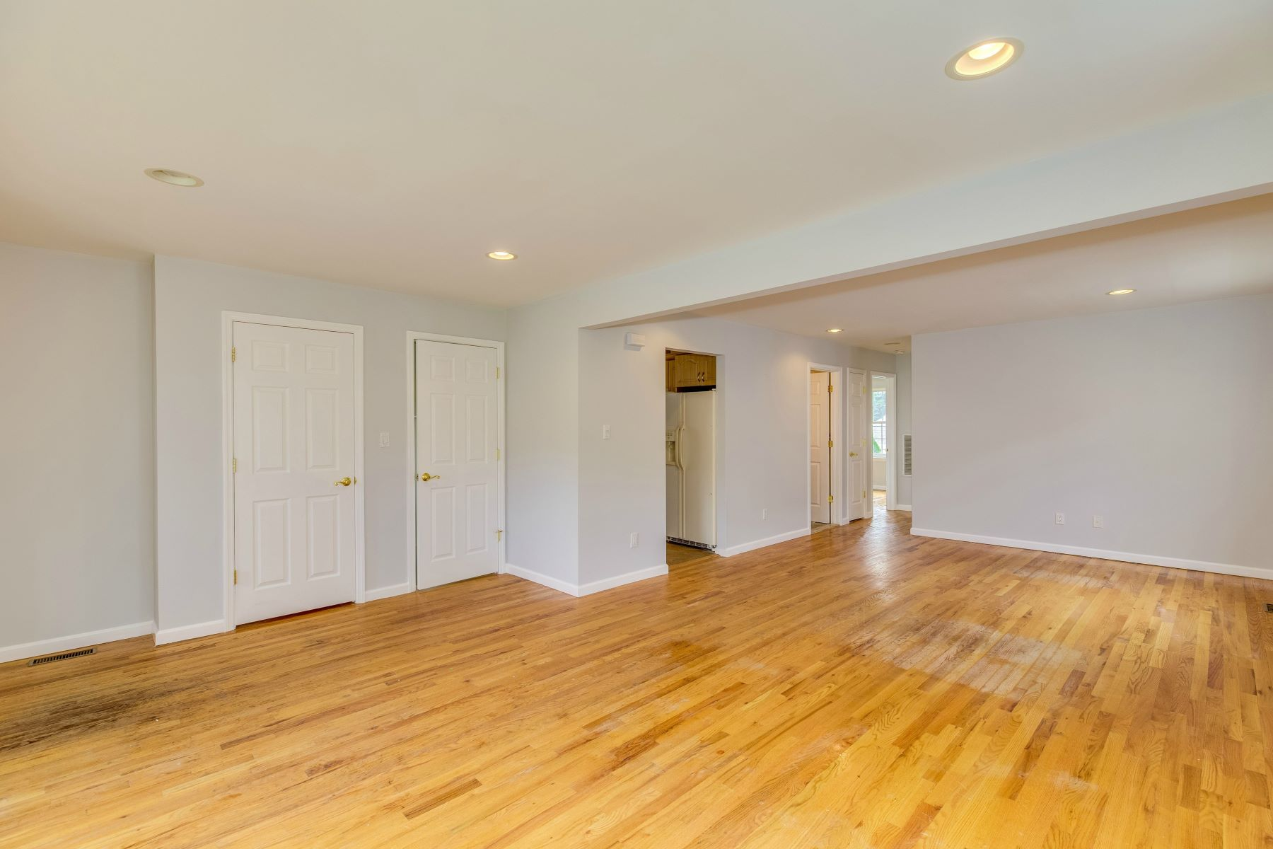 Multi-Family Home for Sale at 63 Edgewood Rd , Port Washington, NY 11050 63 Edgewood Rd, Port Washington, New York, 11050 United States