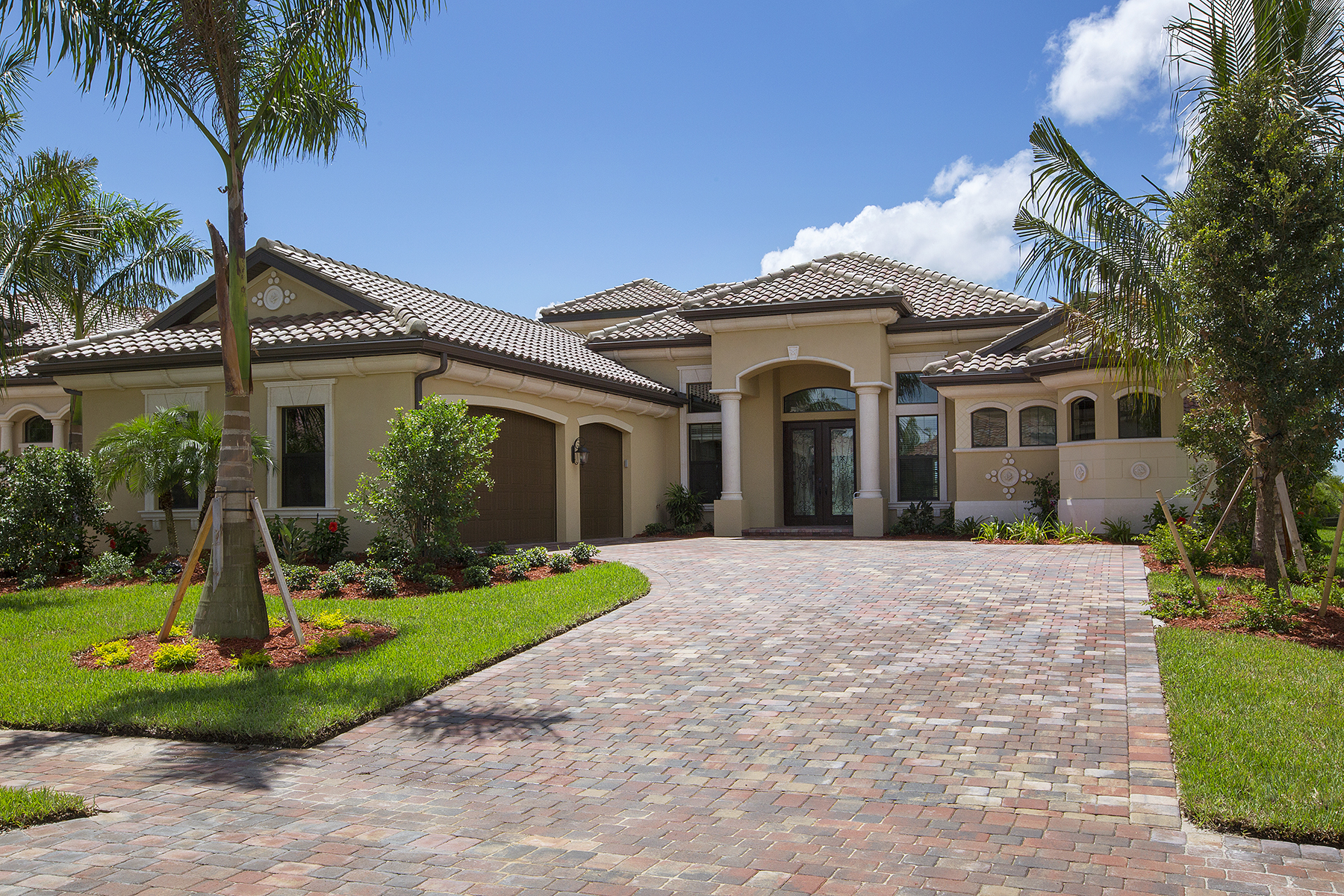 Частный односемейный дом для того Продажа на FIDDLER'S CREEK - RUNAWAY BAY 3278 Runaway Ln Naples, Флорида, 34114 Соединенные Штаты