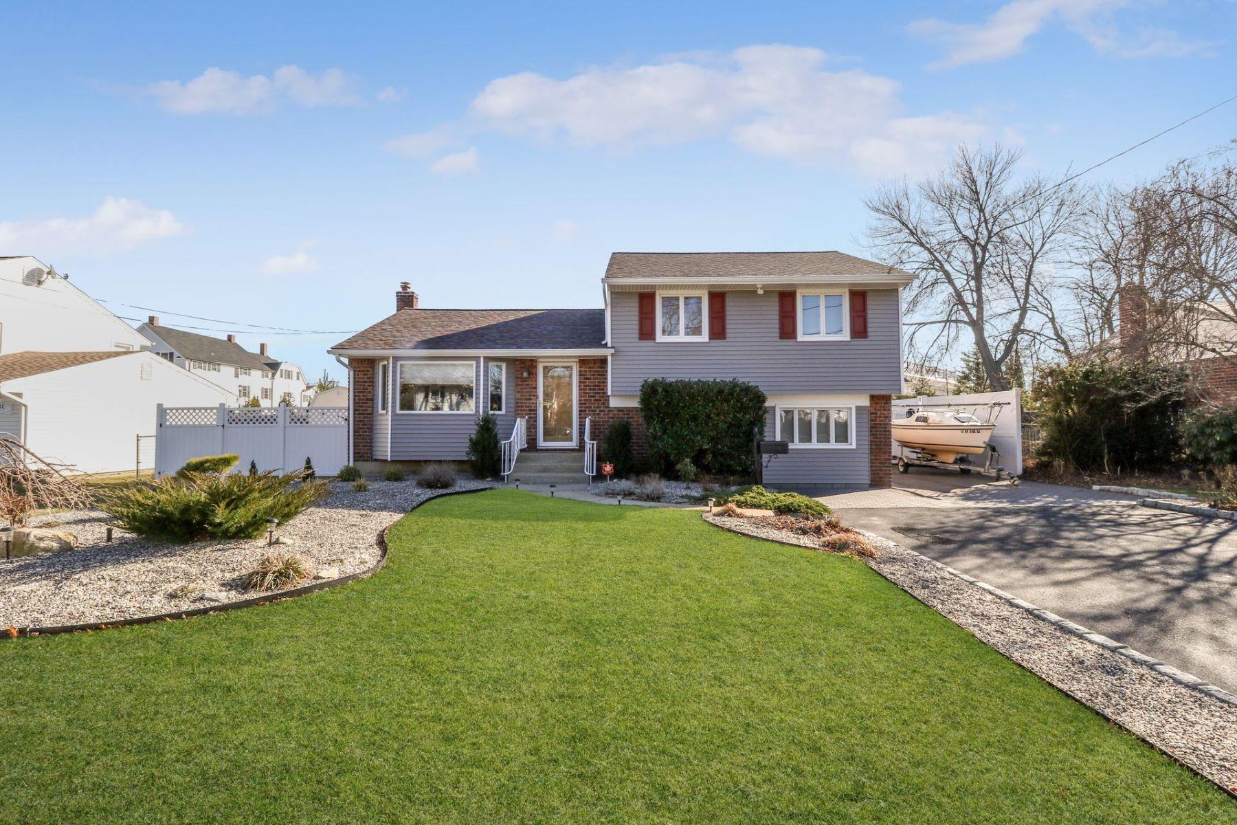独户住宅 为 销售 在 108 Wilherm Ln , West Islip, NY 11795 108 Wilherm Ln, West Islip, 纽约州, 11795 美国