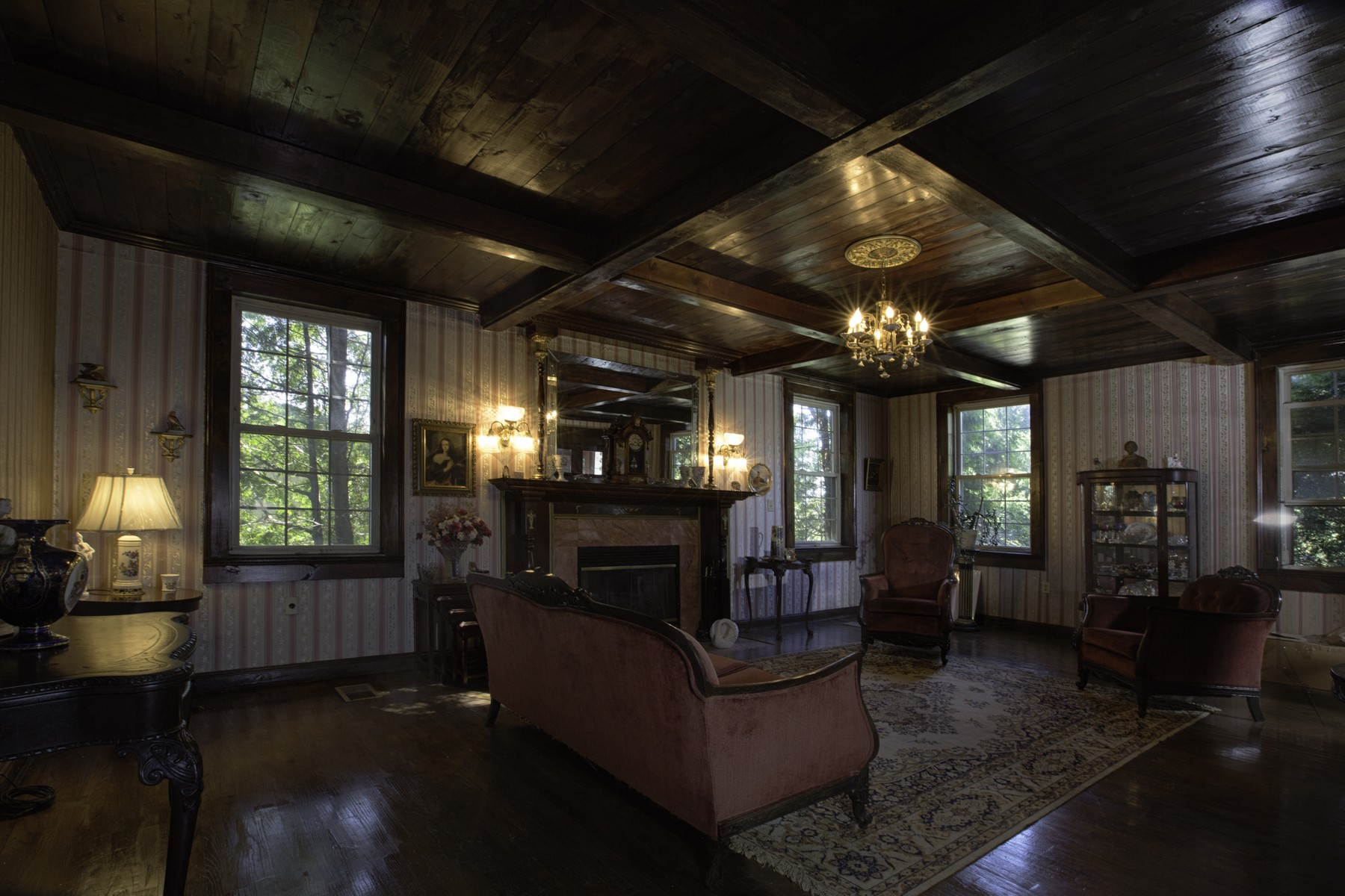 Additional photo for property listing at Beautiful Manor Home 295  Fiery Hill Rd Fort Plain, New York 13339 États-Unis