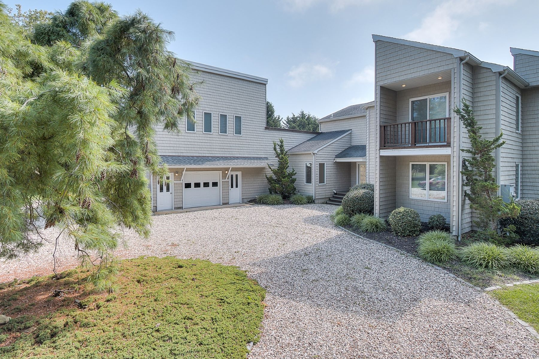 Single Family Home for Sale at 1 Tarkettle Rd , Shelter Island, NY 11964 1 Tarkettle Rd Shelter Island, New York 11964 United States