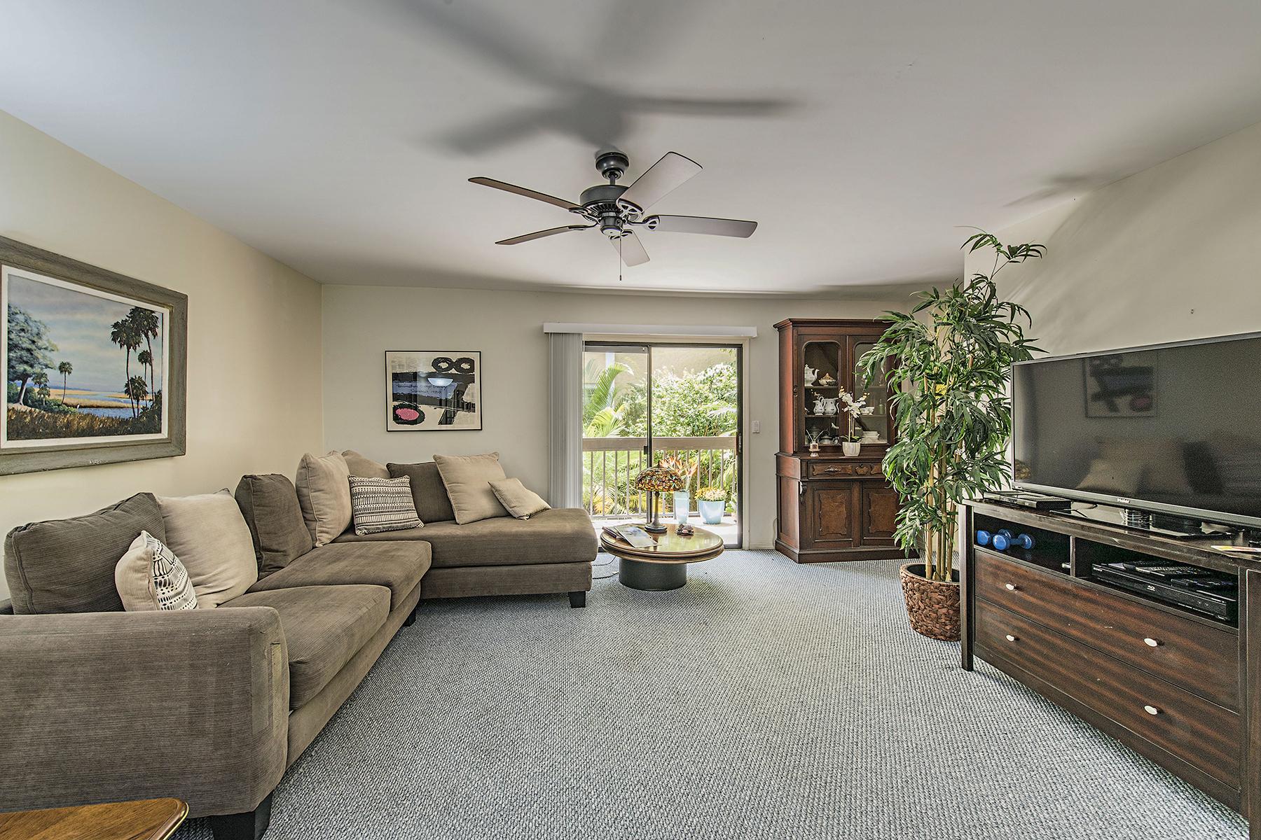共管物業 為 出售 在 OLD NAPLES - NAPLES MARINA VILLAS 995 9th Ave S 4 Naples, 佛羅里達州, 34102 美國