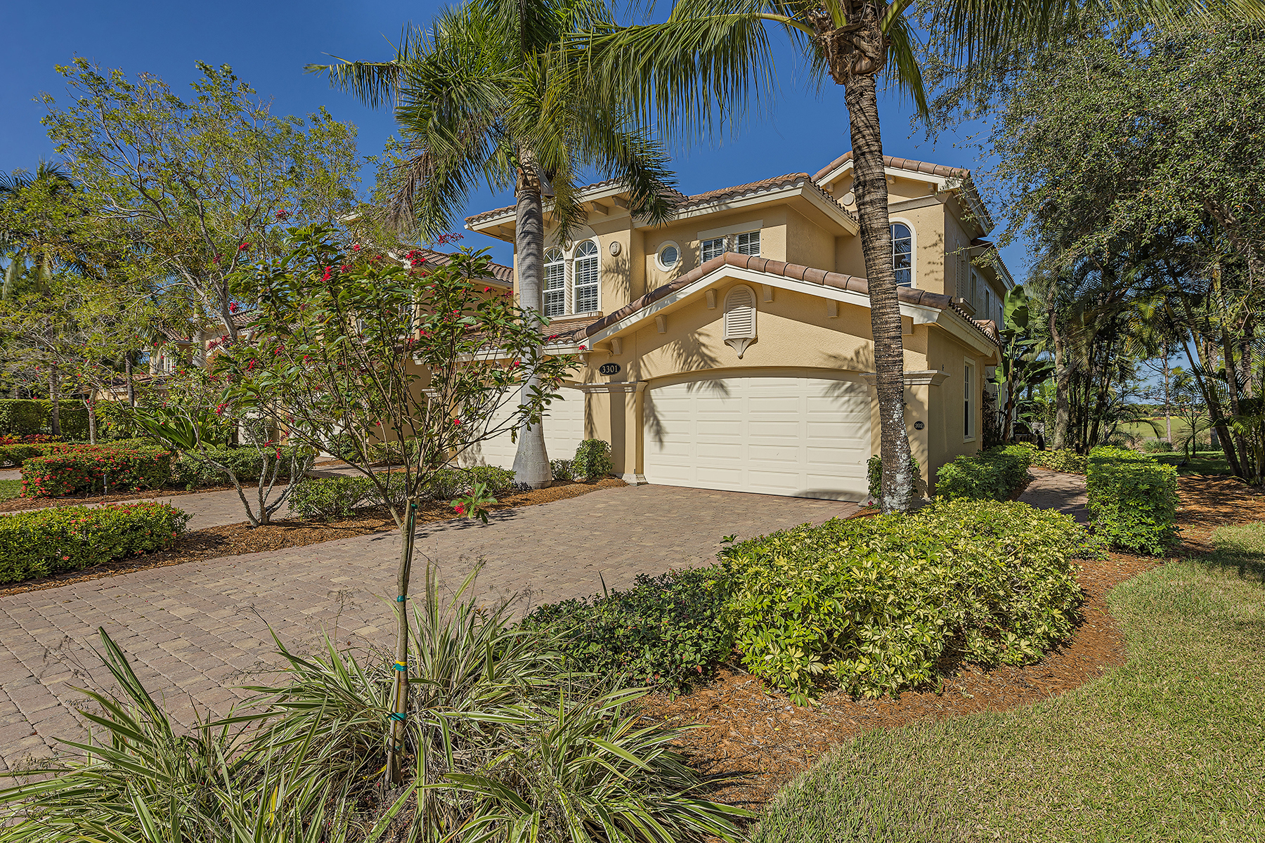 Condominio por un Venta en FIDDLERS CREEK 3301 Club Center Blvd 202 Naples, Florida, 34114 Estados Unidos