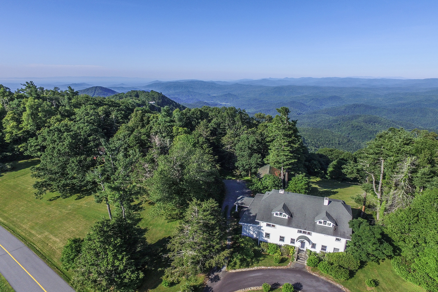 Single Family Home for Active at CENTURY OWNED PRIVATE FAMILY ESTATE 460/514 Pinnacle Avenue Blowing Rock, North Carolina 28605 United States