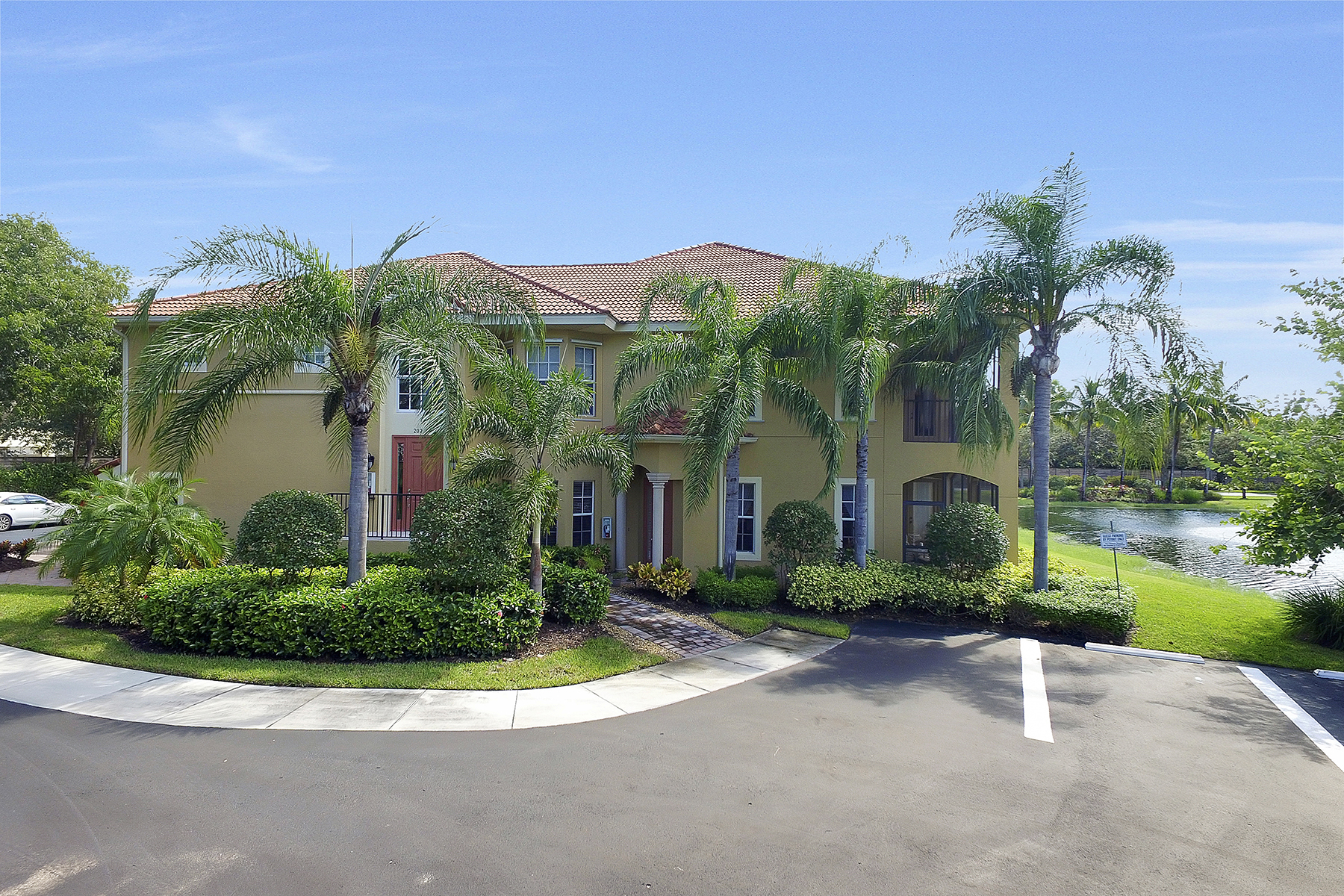 Appartement en copropriété pour l Vente à BANYAN WOODS 5070 Blauvelt Ct 102 Naples, Florida, 34105 États-Unis