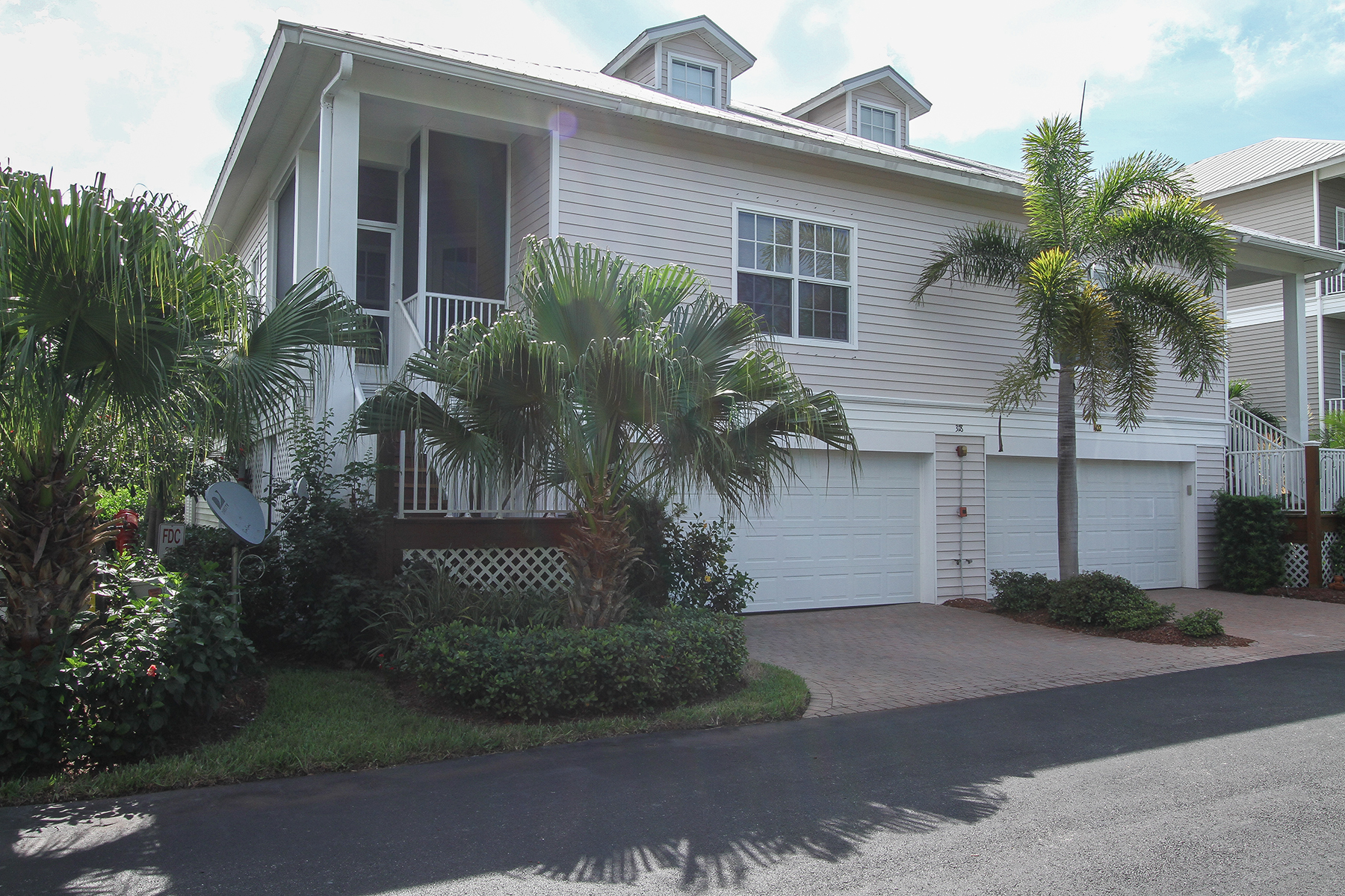 Condominium for Rent at GOODLAND-CALUSA ISLAND VILLAGE 318 Angler Dr 401 Goodland, Florida 34140 United States
