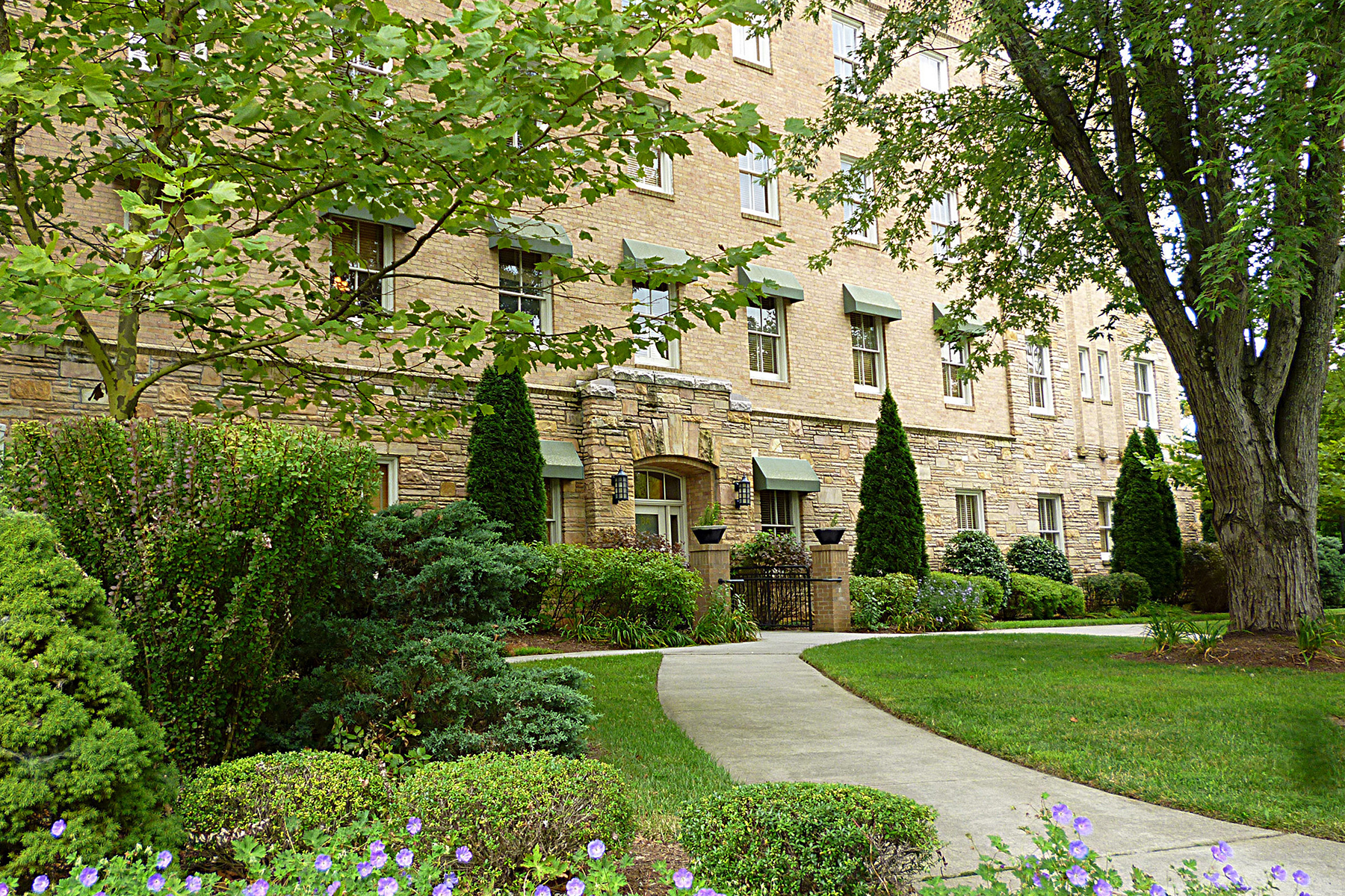 Multi-Family Home for Sale at HISTORIC BILTMORE VILLAGE CONDO COMPLEX 8 Village Ln, Asheville, North Carolina 28803 United States