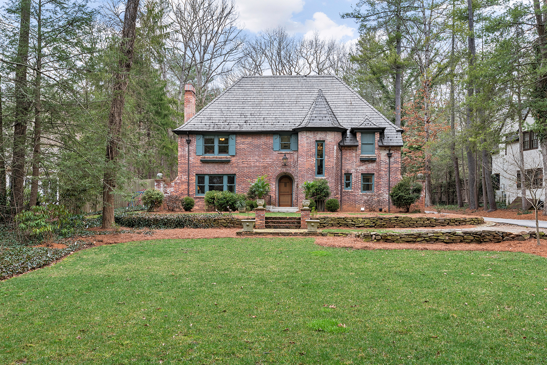 واحد منزل الأسرة للـ Sale في MEMORABLE FRENCH NORMANDY COUNTRY HOME 375 Vanderbilt Rd, Asheville, North Carolina 28803 United States