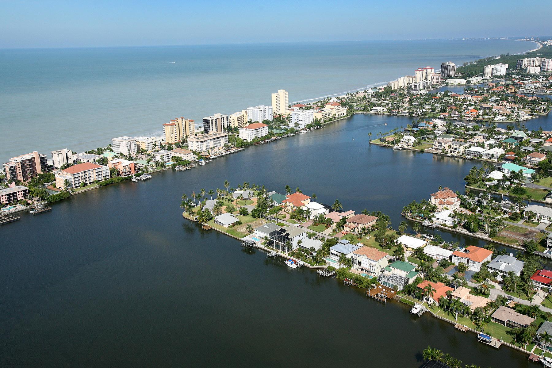콘도미니엄 용 매매 에 VANDERBILT YACHT RACQUET 11030 Gulf Shore Dr 901, Naples, 플로리다, 34108 미국