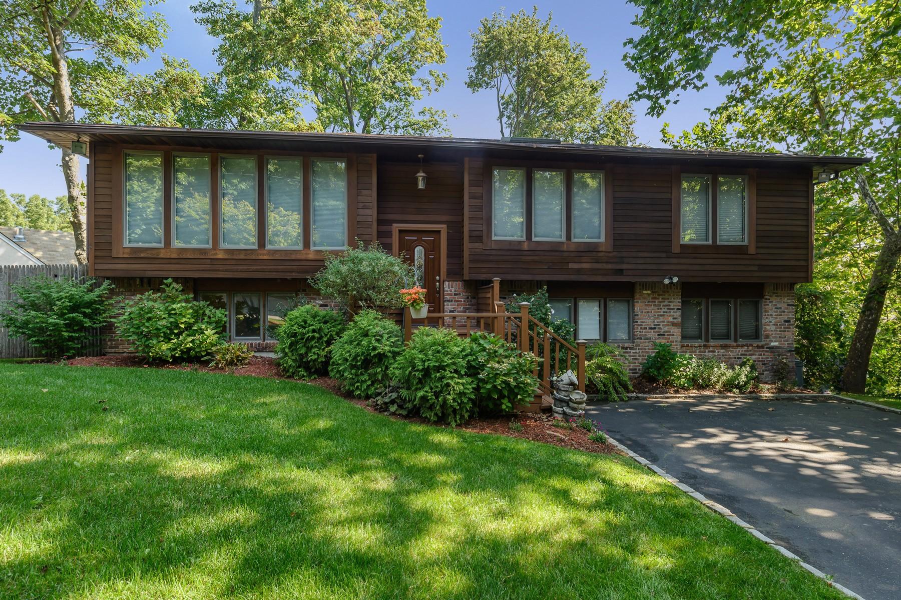 Частный односемейный дом для того Продажа на 23 Underhill Ave , Oyster Bay, NY 11771 Oyster Bay, Нью-Йорк, 11771 Соединенные Штаты