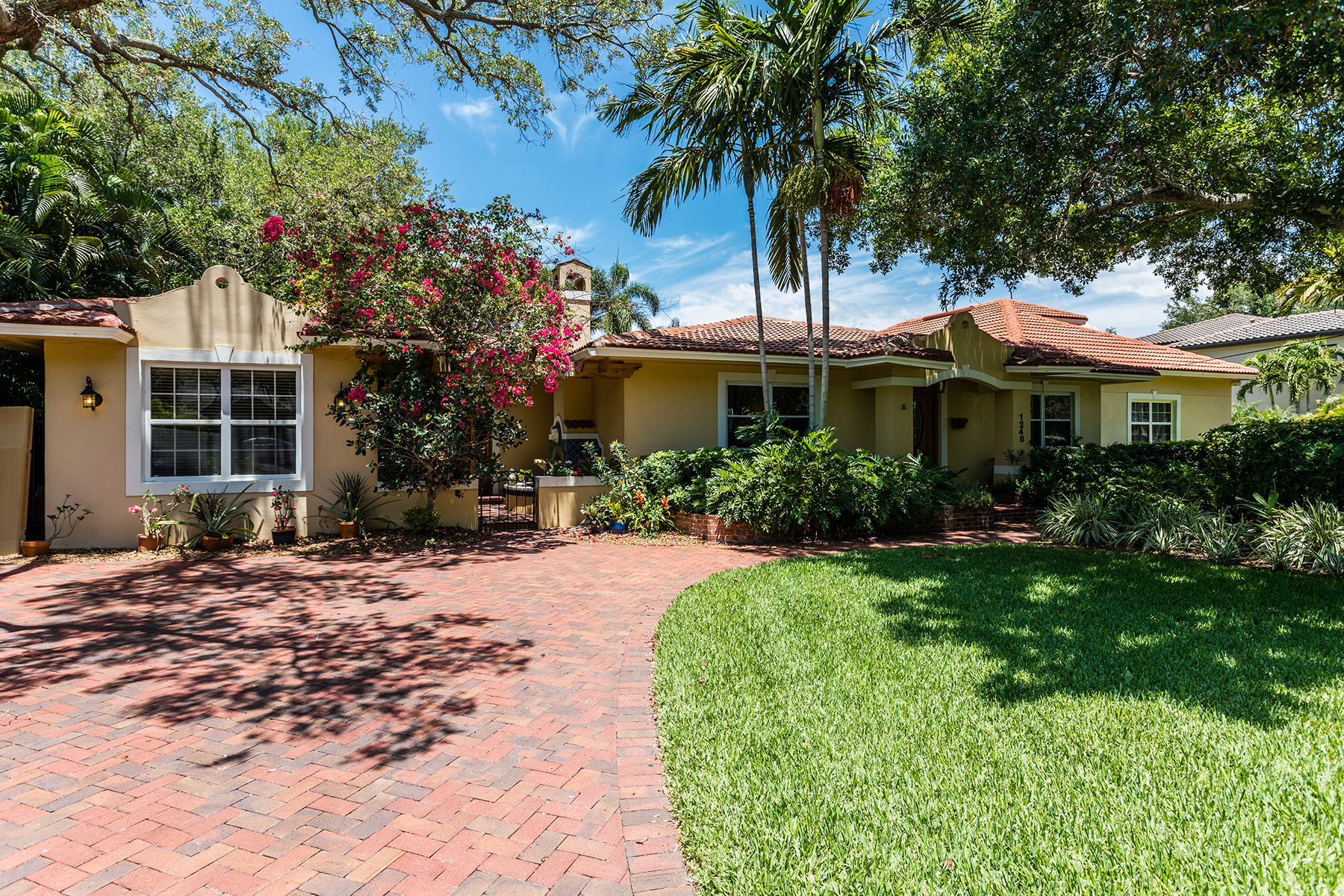Single Family Home for Sale at SNELL ISLE 1248 Monterey Blvd NE St. Petersburg, Florida 33704 United States