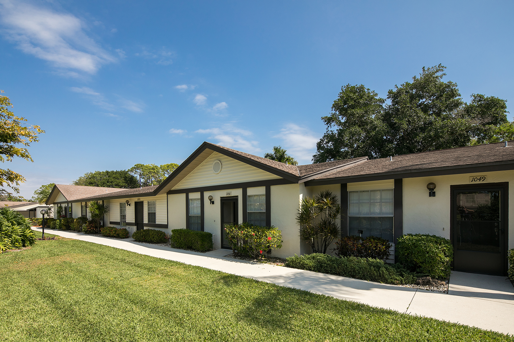 Appartement en copropriété pour l Vente à LAKEWOOD - BOCA CIEGA VILLAGE 1051 Pine Isle Ln 1051 Naples, Florida, 34112 États-Unis