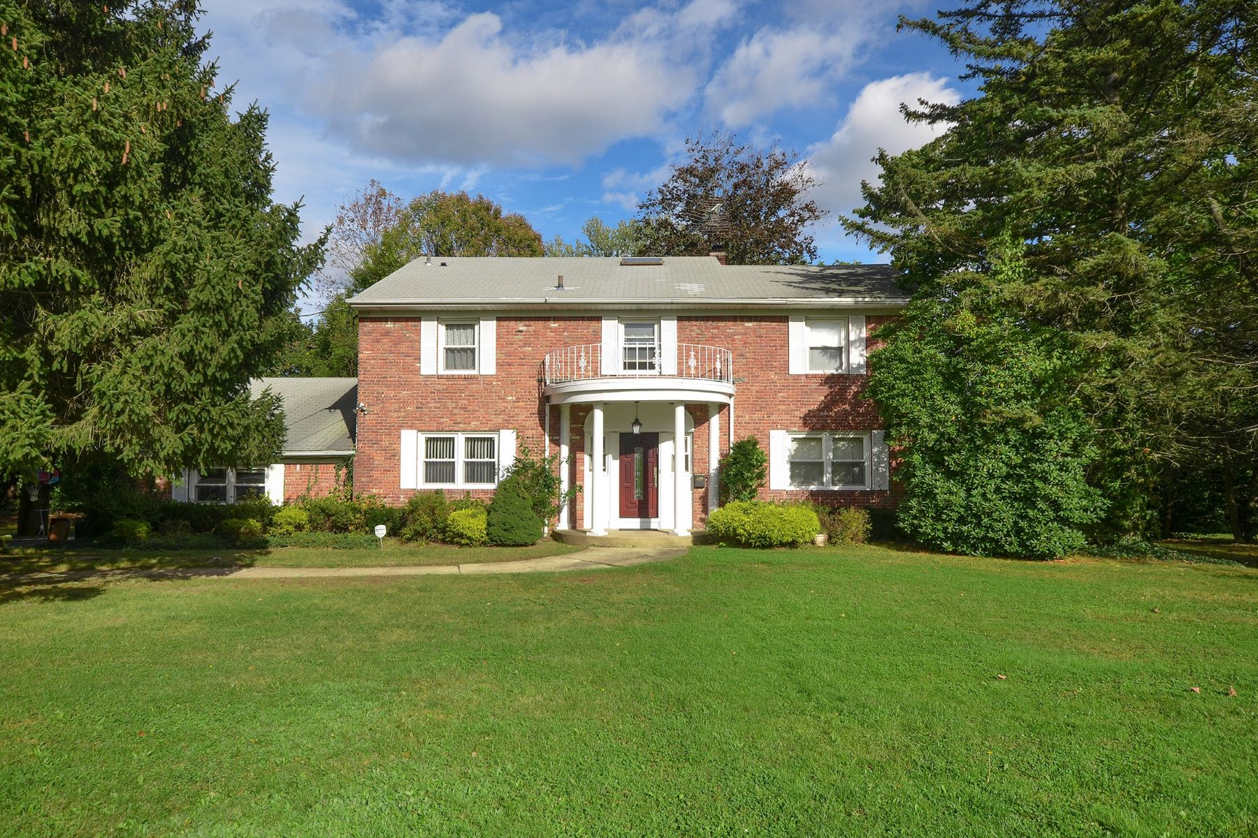 独户住宅 为 销售 在 6 Cotillion Ct , East Hills, NY 11576 东希尔斯, 纽约州, 11576 美国