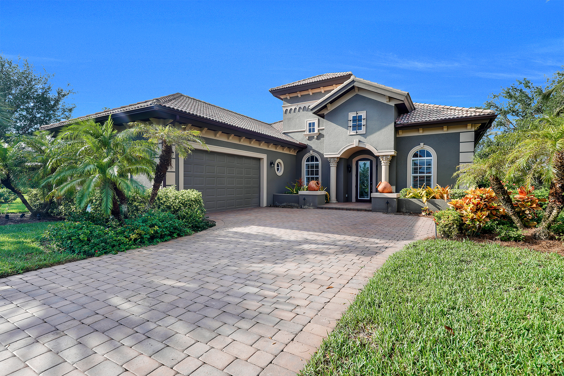 Single Family Home for Sale at LELY RESORT 7762 Cottesmore Dr, Naples, Florida, 34113 United States