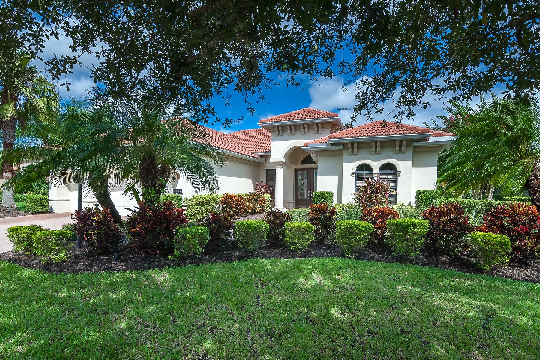 Single Family Home for Sale at LEGENDS WALK 13715 Oasis Terr Lakewood Ranch, Florida, 34202 United States