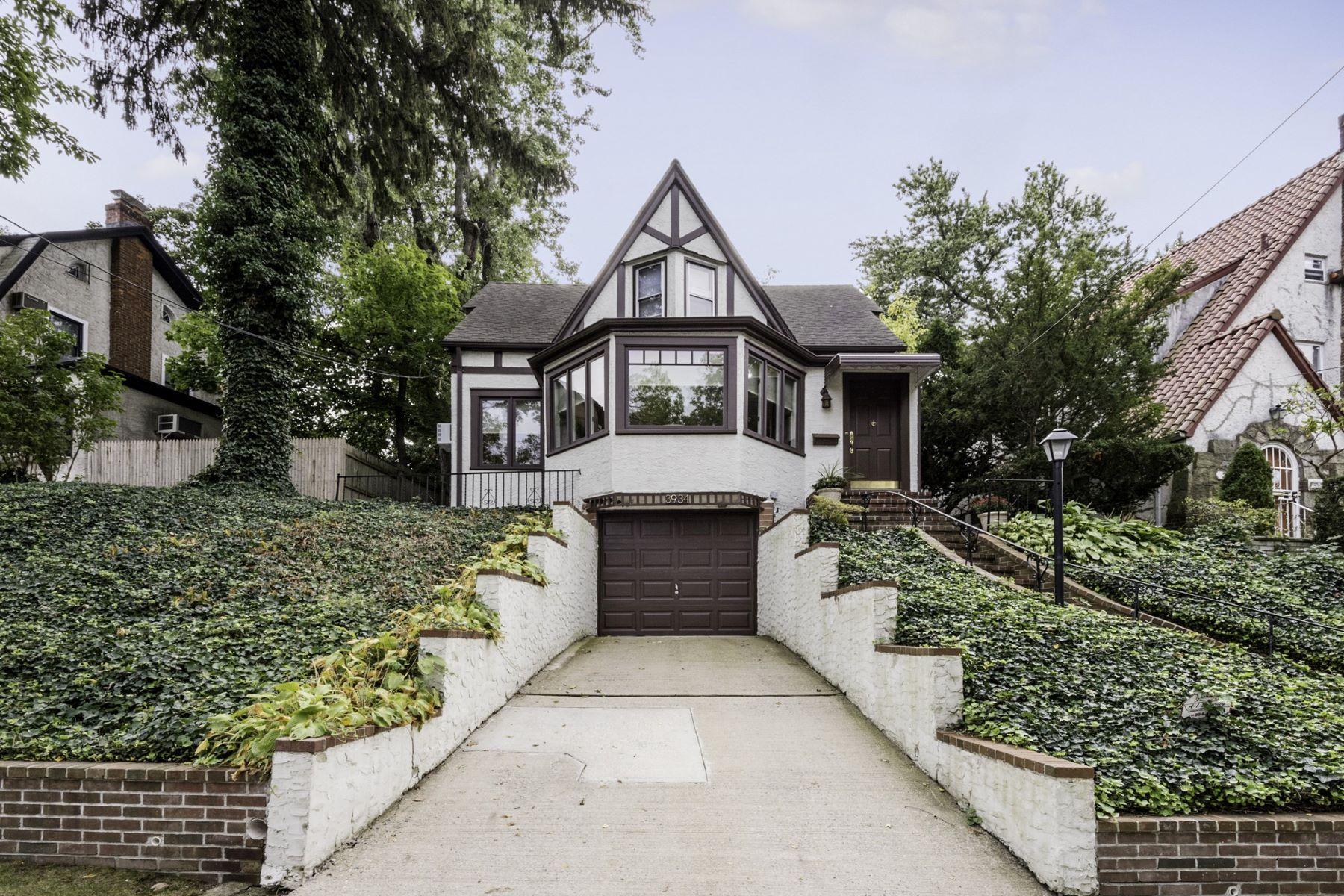 Частный односемейный дом для того Продажа на 39-34 Glenwood St , Little Neck, NY 11363 39-34 Glenwood St, Little Neck, Нью-Йорк, 11363 Соединенные Штаты