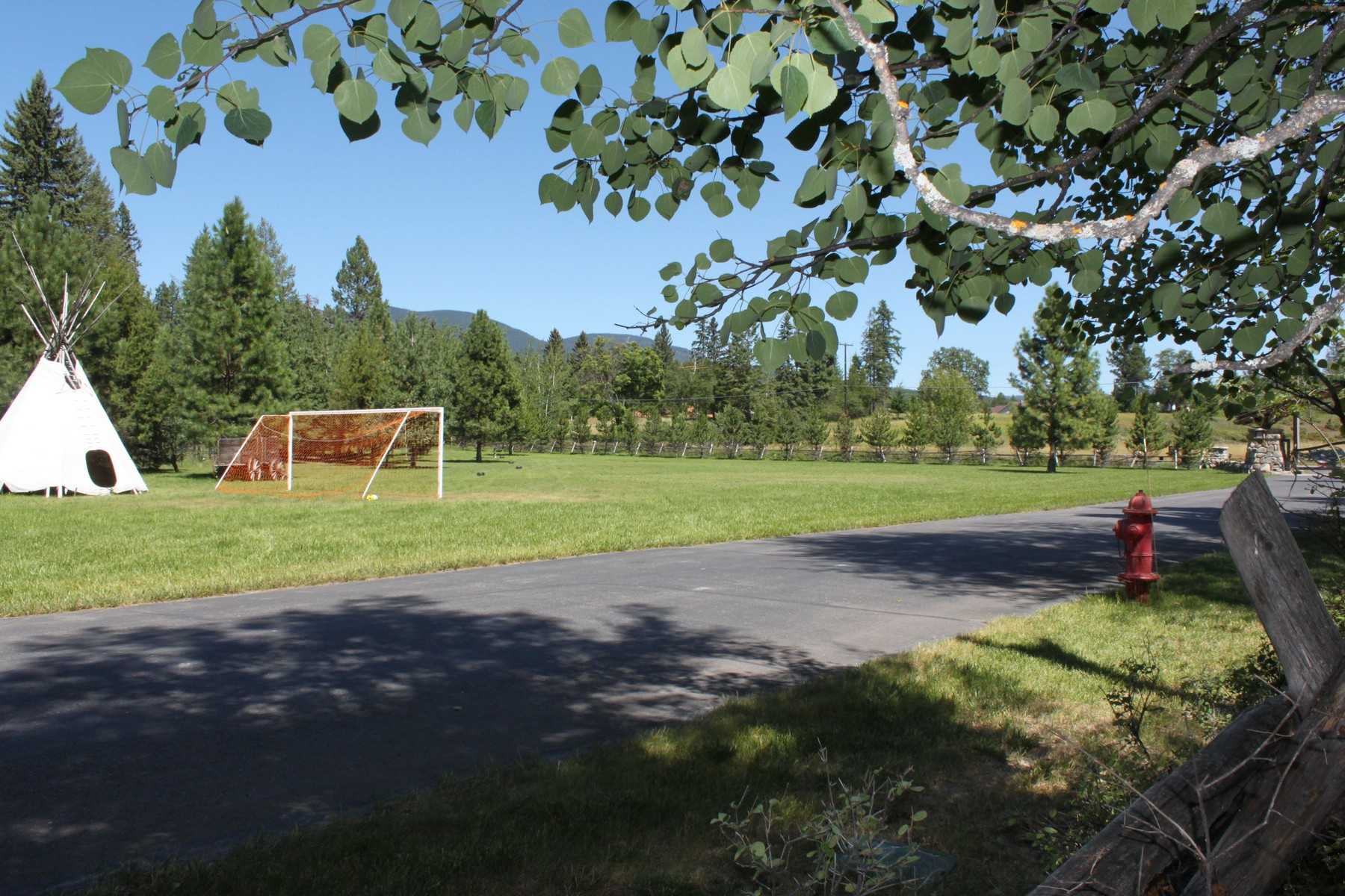 Additional photo for property listing at 4 Bearberry Lane 4  Bearberry Ln Whitefish, Montana 59937 United States