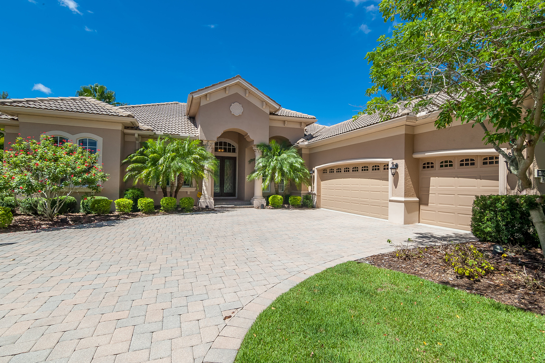 Casa Unifamiliar por un Venta en LAKEWOOD RANCH COUNTRY CLUB 13404 Kildare Pl Lakewood Ranch, Florida, 34202 Estados Unidos