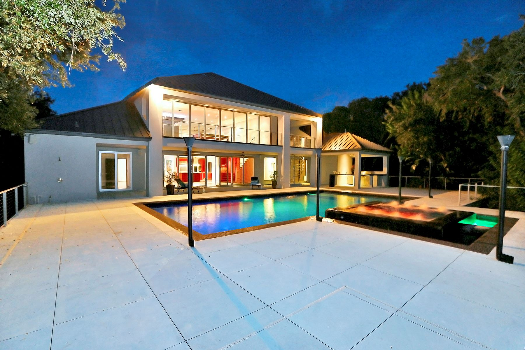 独户住宅 为 销售 在 DAYTONA BEACH - PONCE INLET 4542 S Peninsula Dr 庞塞进, 佛罗里达州, 32127 美国