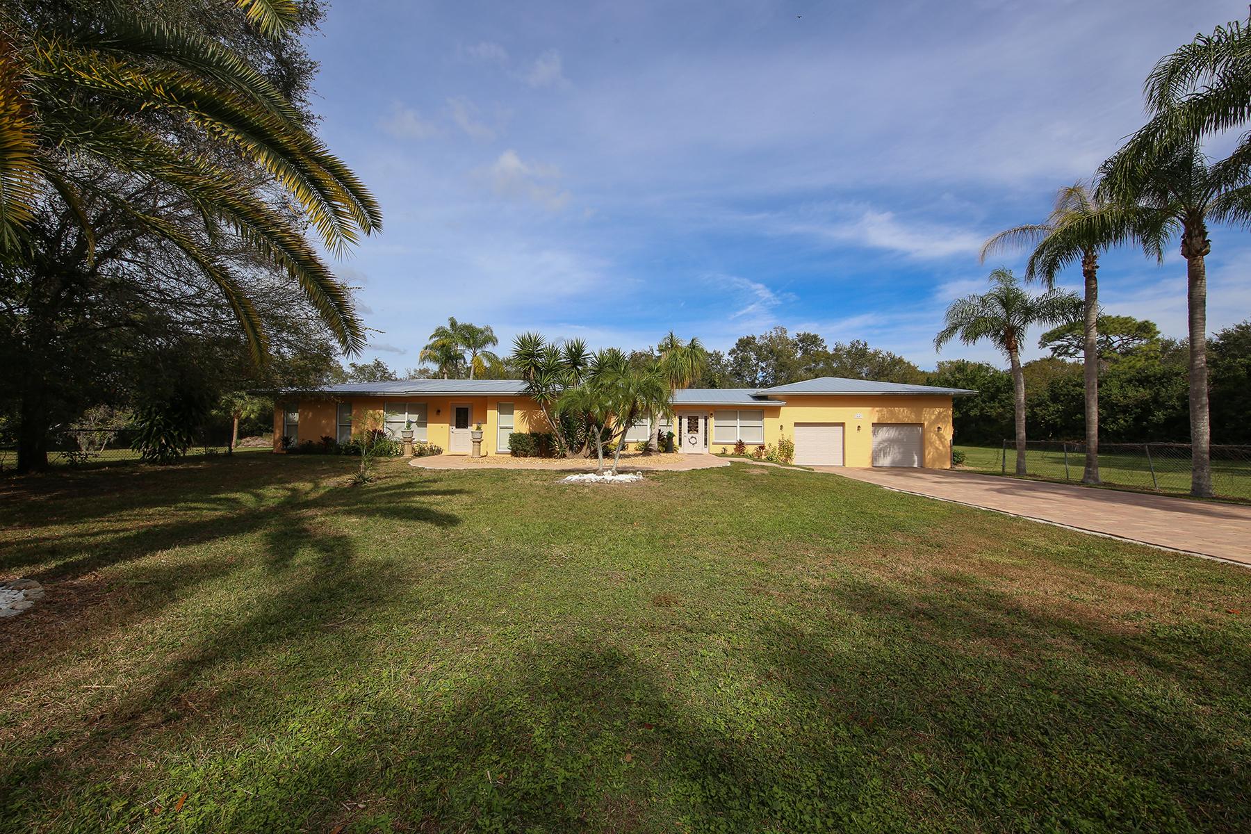 Villa per Vendita alle ore DESOTO ACRES 2447 49th St Sarasota, Florida, 34234 Stati Uniti