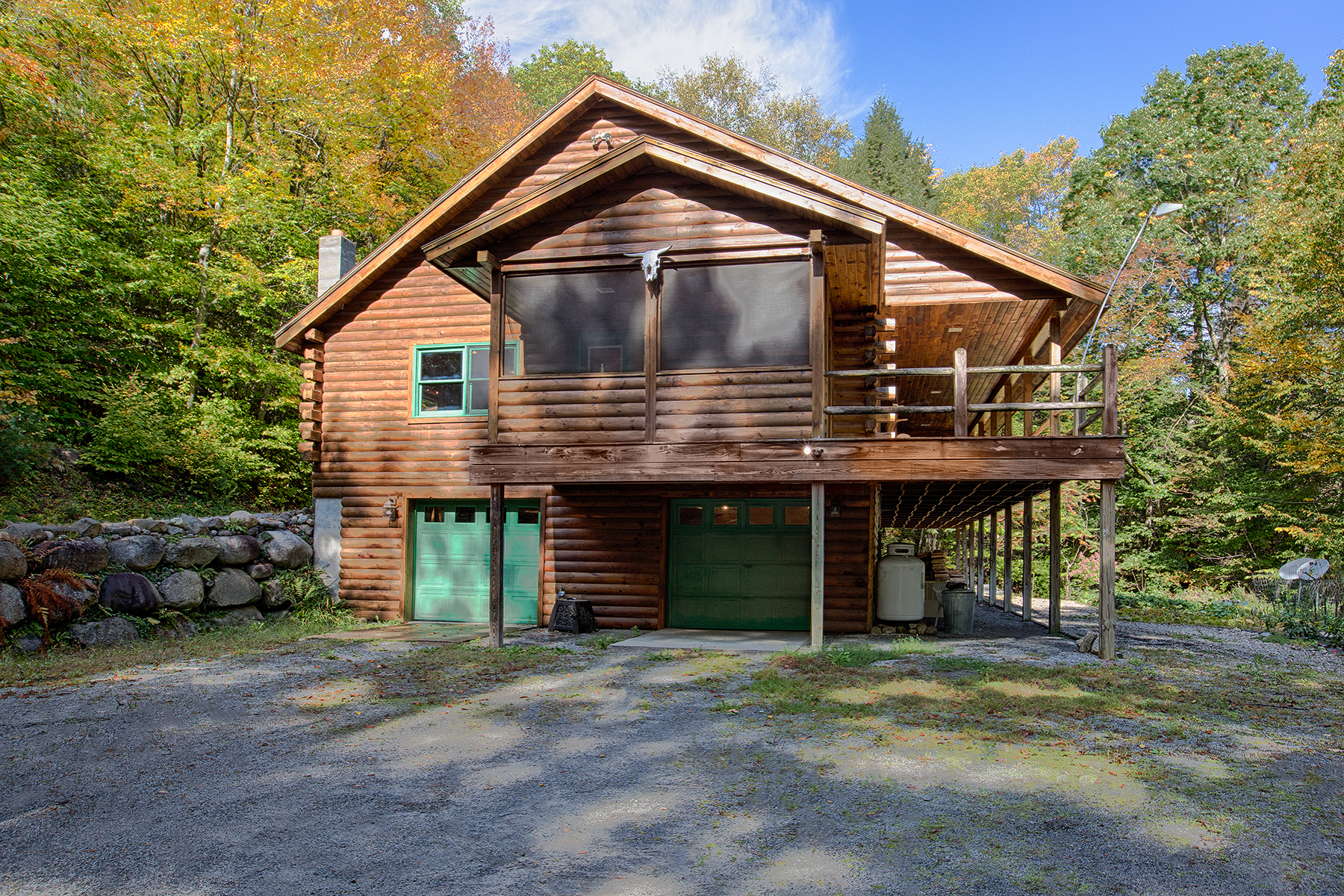 Casa Unifamiliar por un Venta en Secluded Luxury Log Home in The Adirondack Park 213 Dippikill Rd Warrensburg, Nueva York 12885 Estados Unidos