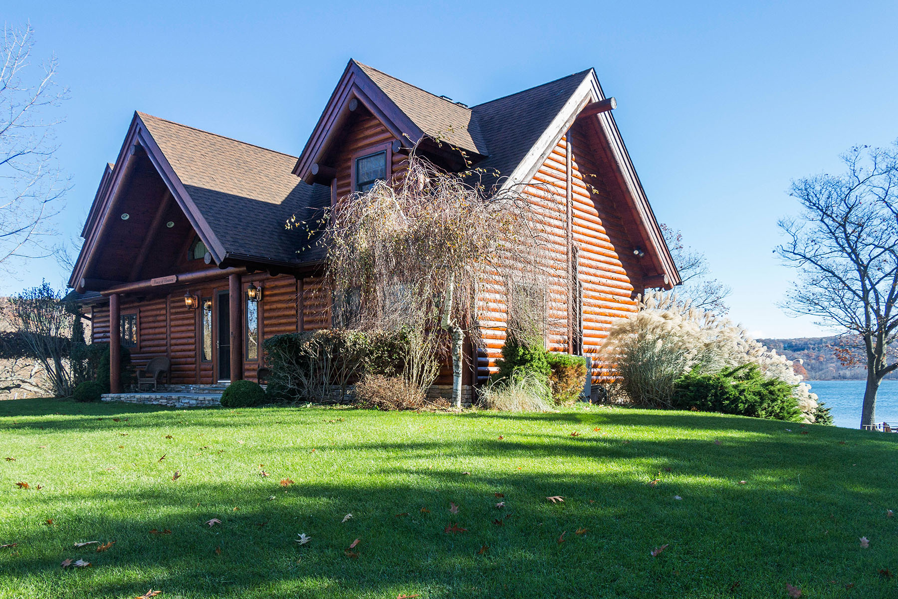 Vivienda unifamiliar por un Venta en Beautiful Log Home on Copake Lake 217 Island Drive, Copake, Nueva York, 12521 Estados Unidos