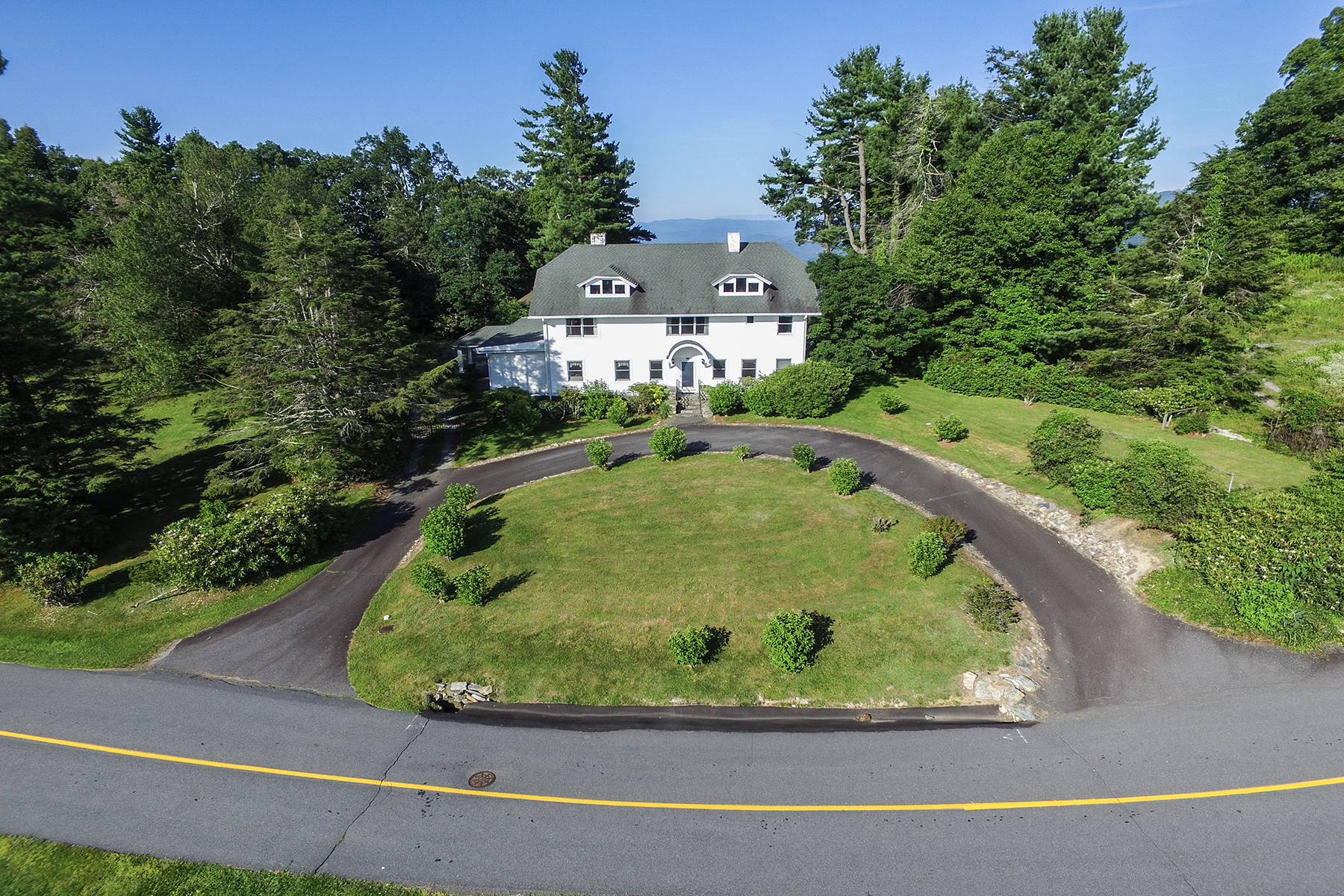 Maison unifamiliale pour l Vente à CENTURY OWNED PRIVATE FAMILY ESTATE 460/514 Pinnacle Ave, Blowing Rock, Carolina Du Nord 28605 États-Unis