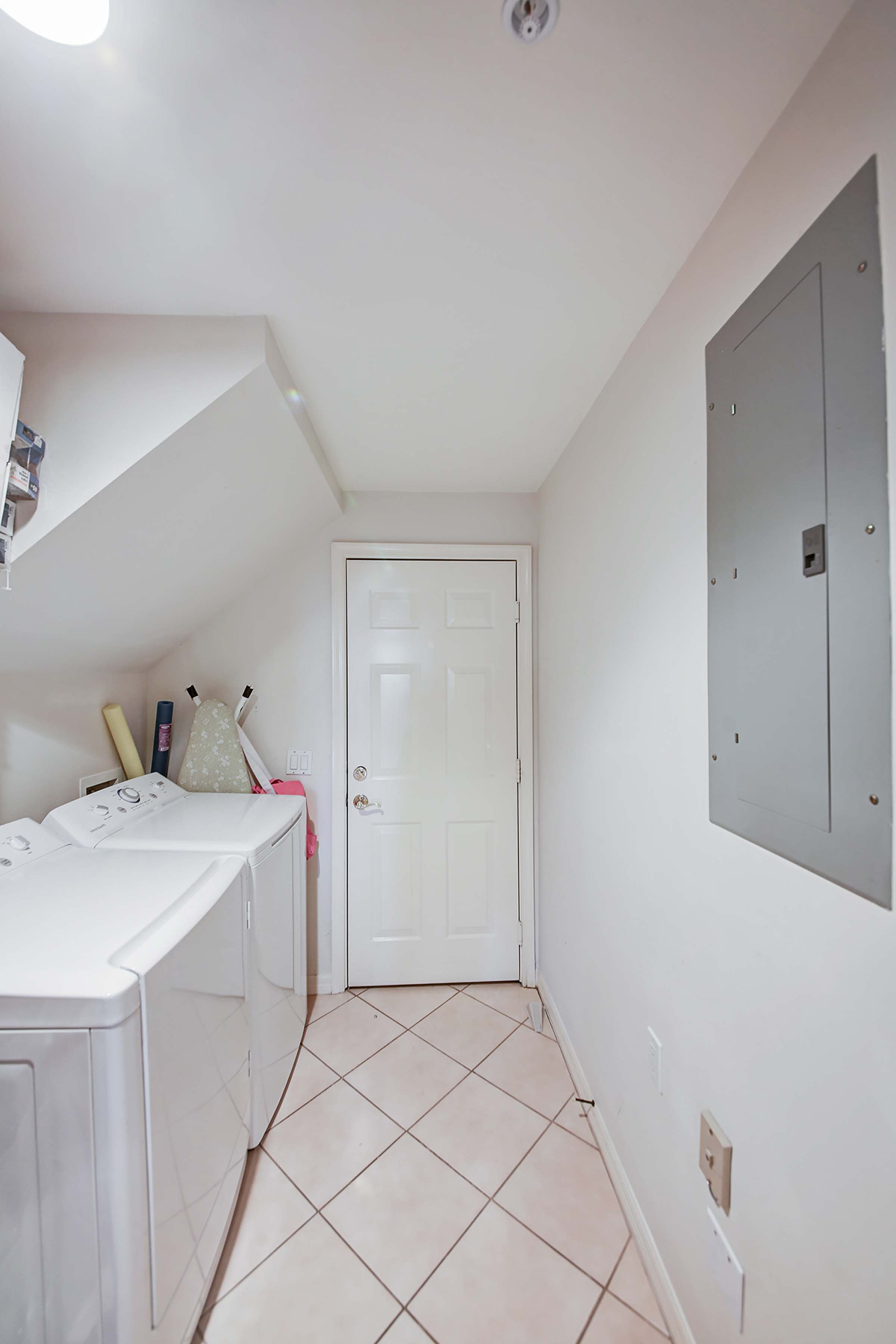 Appartement en copropriété pour l Vente à FIDDLERS CREEK 4675 Hawks Nest Way L-104 Naples, Florida, 34114 États-Unis