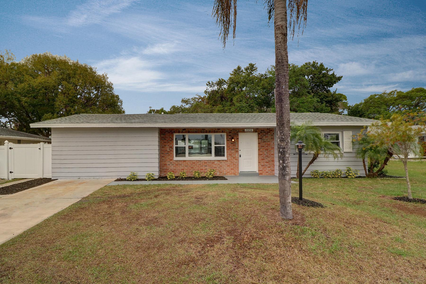 Single Family Home for Sale at SEMINOLE 9974 108th St Seminole, Florida, 33772 United States
