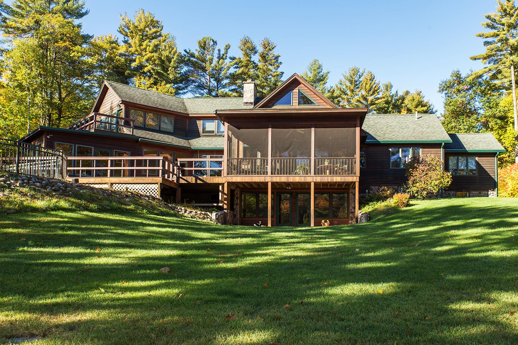 Частный односемейный дом для того Продажа на Custom Waterfront Hillside Ranch 35 Barber Rd Hadley, Нью-Йорк 12835 Соединенные Штаты