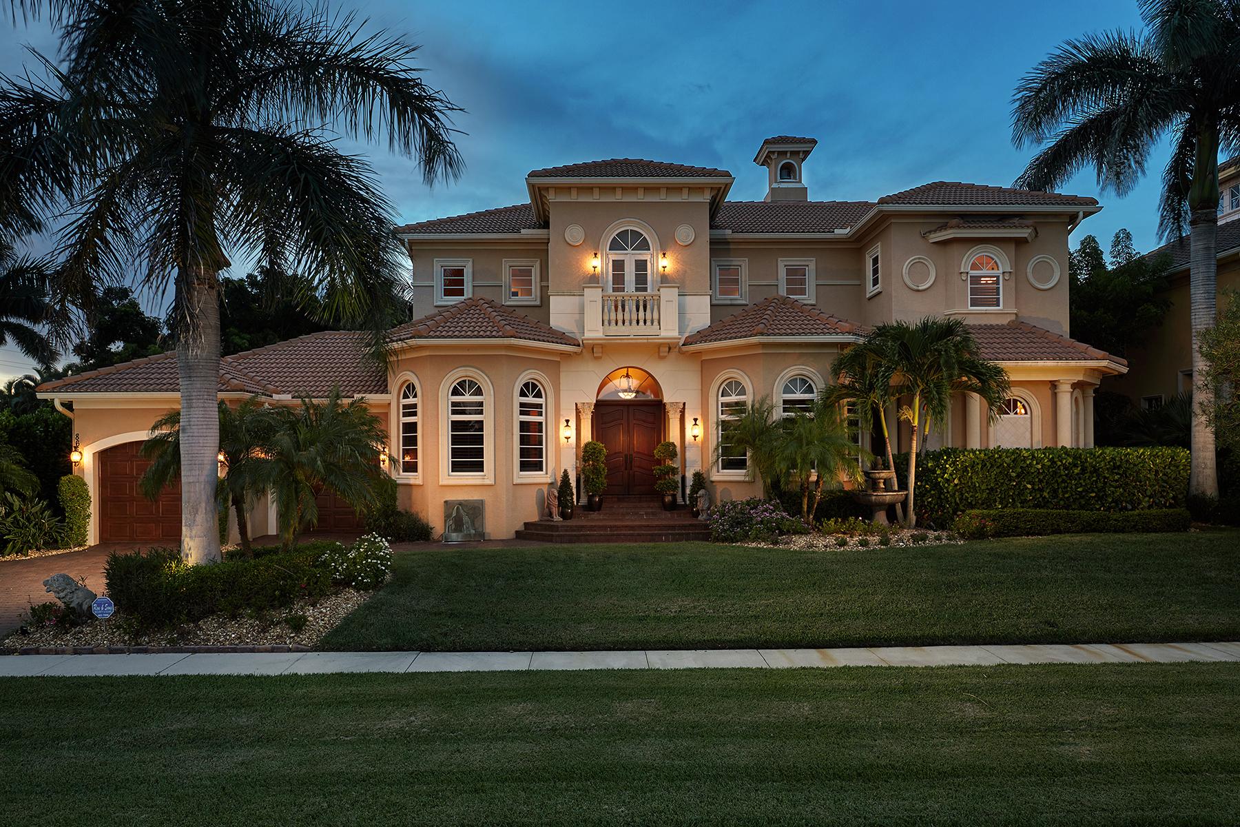 Casa para uma família para Venda às MARCO ISLAND - ELM COURT 866 Elm Ct Marco Island, Florida, 34145 Estados Unidos