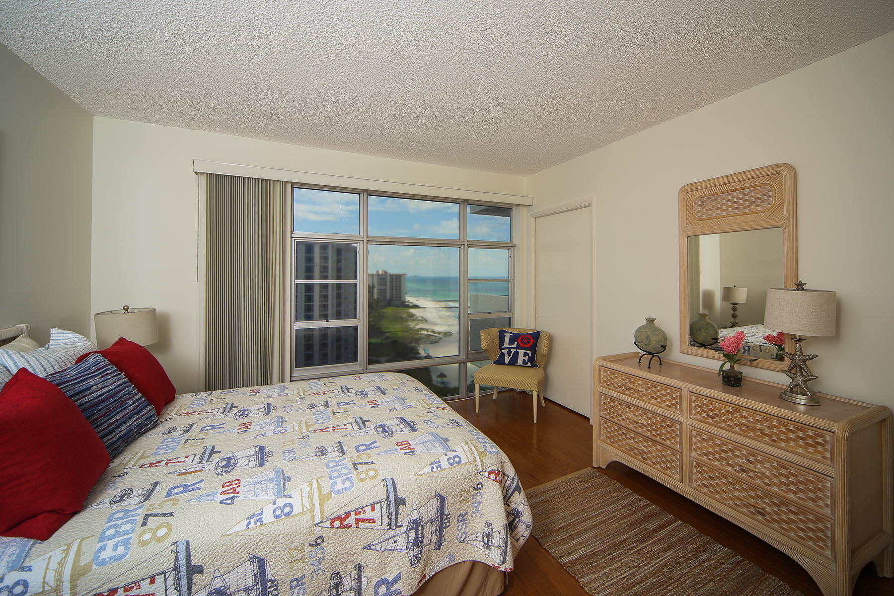 Additional photo for property listing at LONGBOAT KEY - ISLAND'S WEST 2525  Gulf of Mexico Dr., #12A Longboat Key, Florida 34228 United States