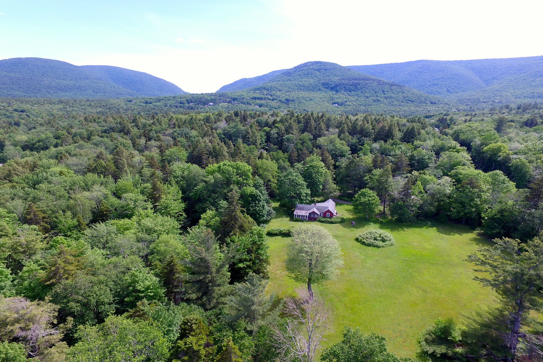 Additional photo for property listing at Carver's Barn - A Love for the Arts 81  Green Hill Rd Hunter, Nueva York 12427 Estados Unidos