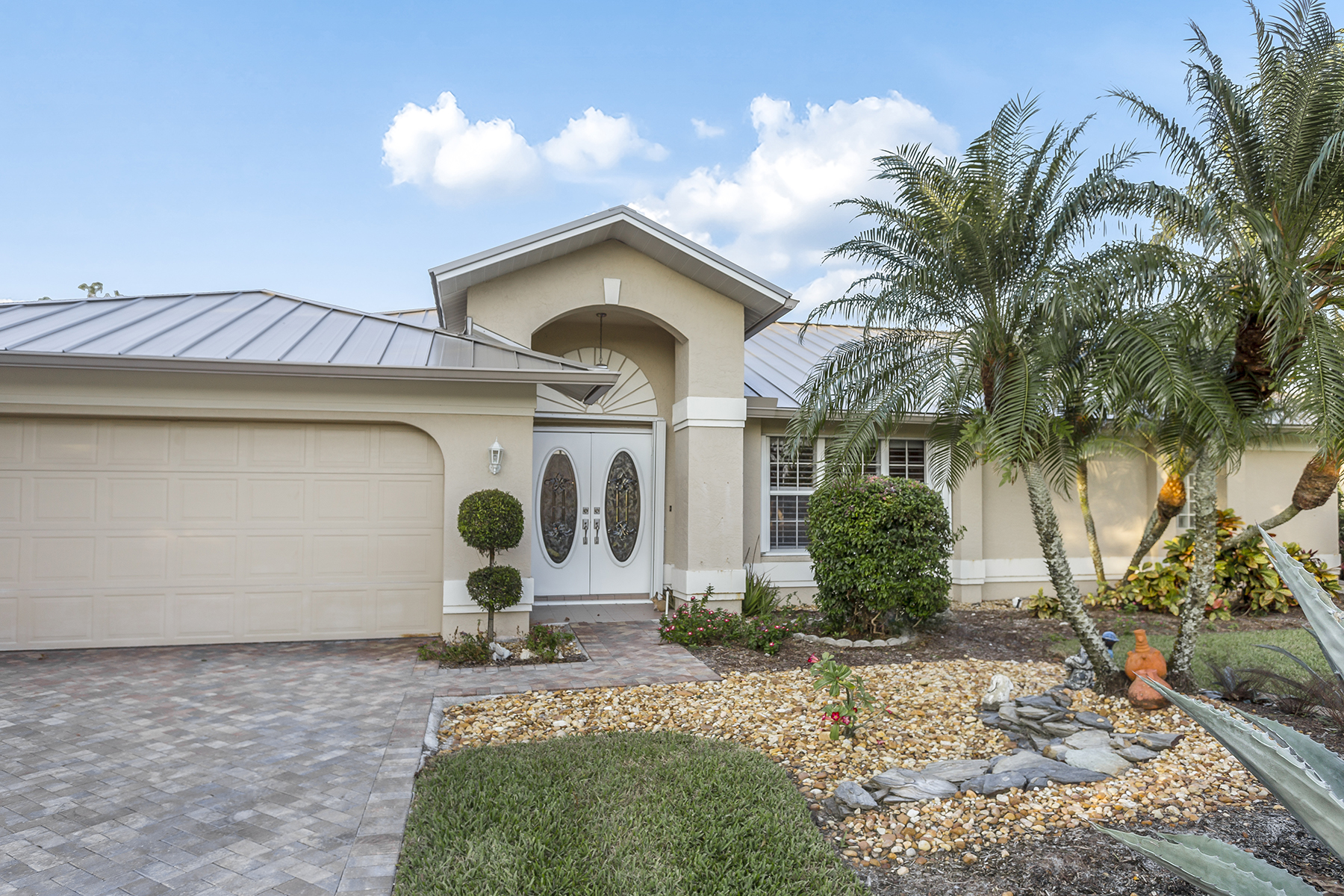 Additional photo for property listing at 2025 Castle Garden Ln , Naples, FL 34110 2025  Castle Garden Ln,  Naples, Florida 34110 United States
