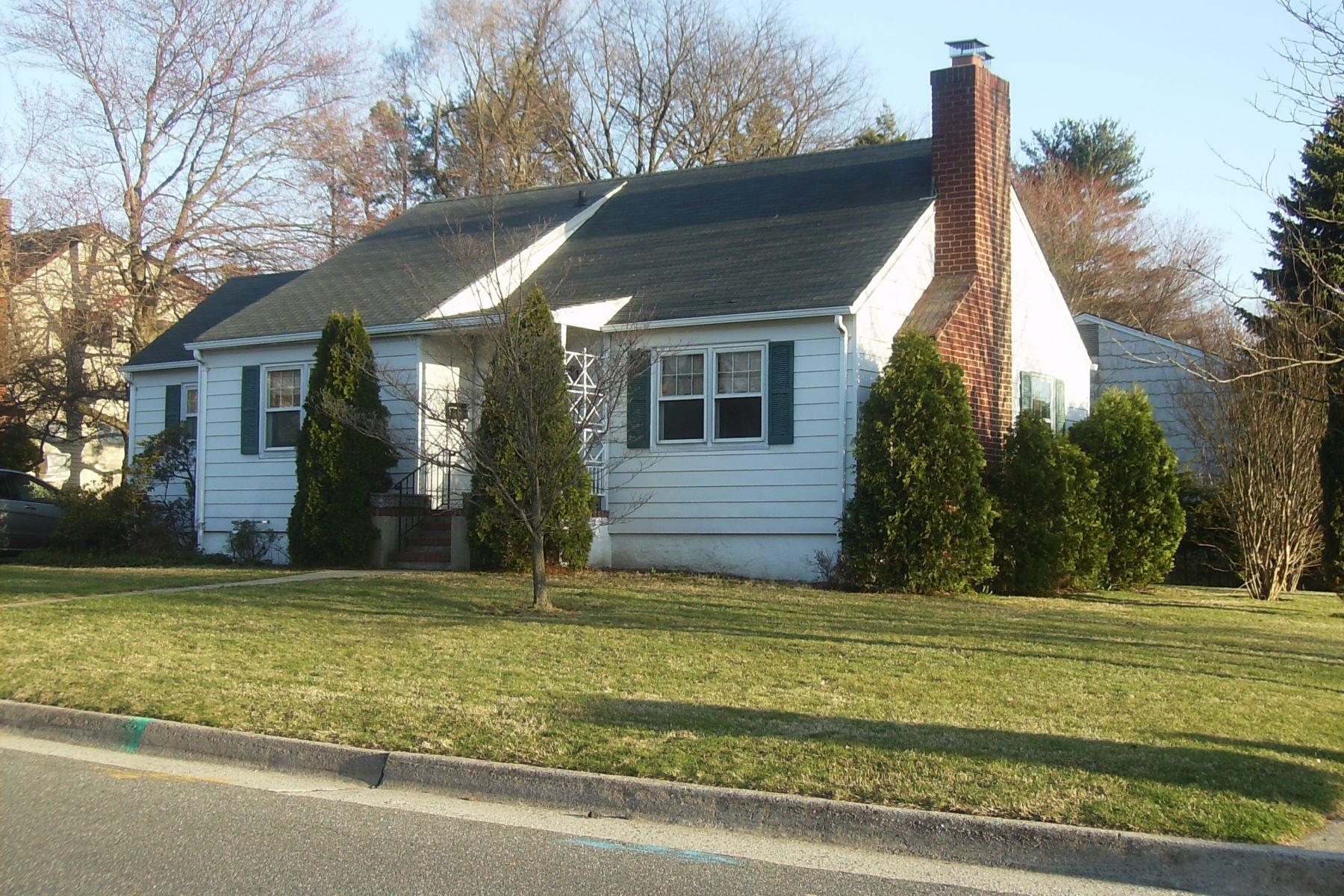 Частный односемейный дом для того Продажа на 8 Rockwood Ave , Port Washington, NY 11050 8 Rockwood Ave, Port Washington, Нью-Йорк, 11050 Соединенные Штаты