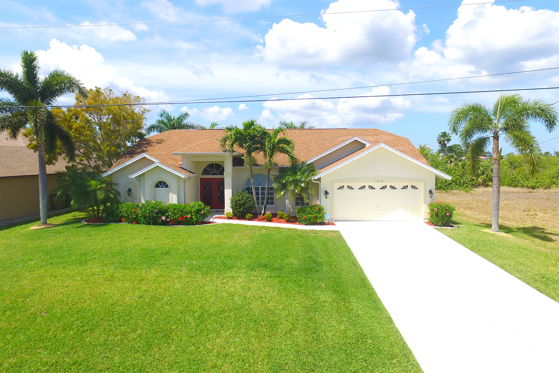 Casa Unifamiliar por un Venta en CAPE CORAL 1016 NW 36th Ave Cape Coral, Florida 33993 Estados Unidos