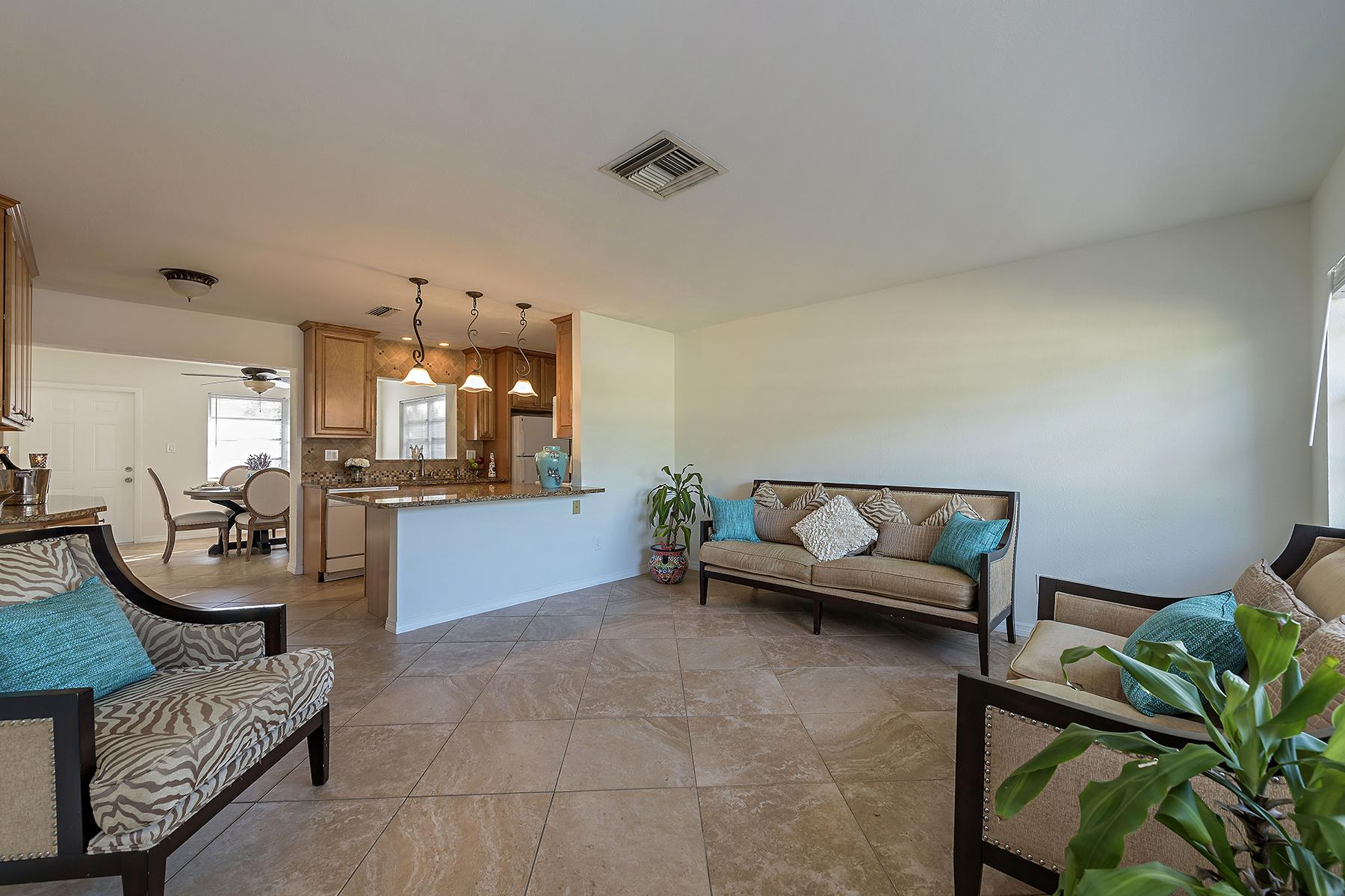 独户住宅 为 销售 在 HILLTOP 1264 Hilltop Dr, 那不勒斯, 佛罗里达州, 34103 美国