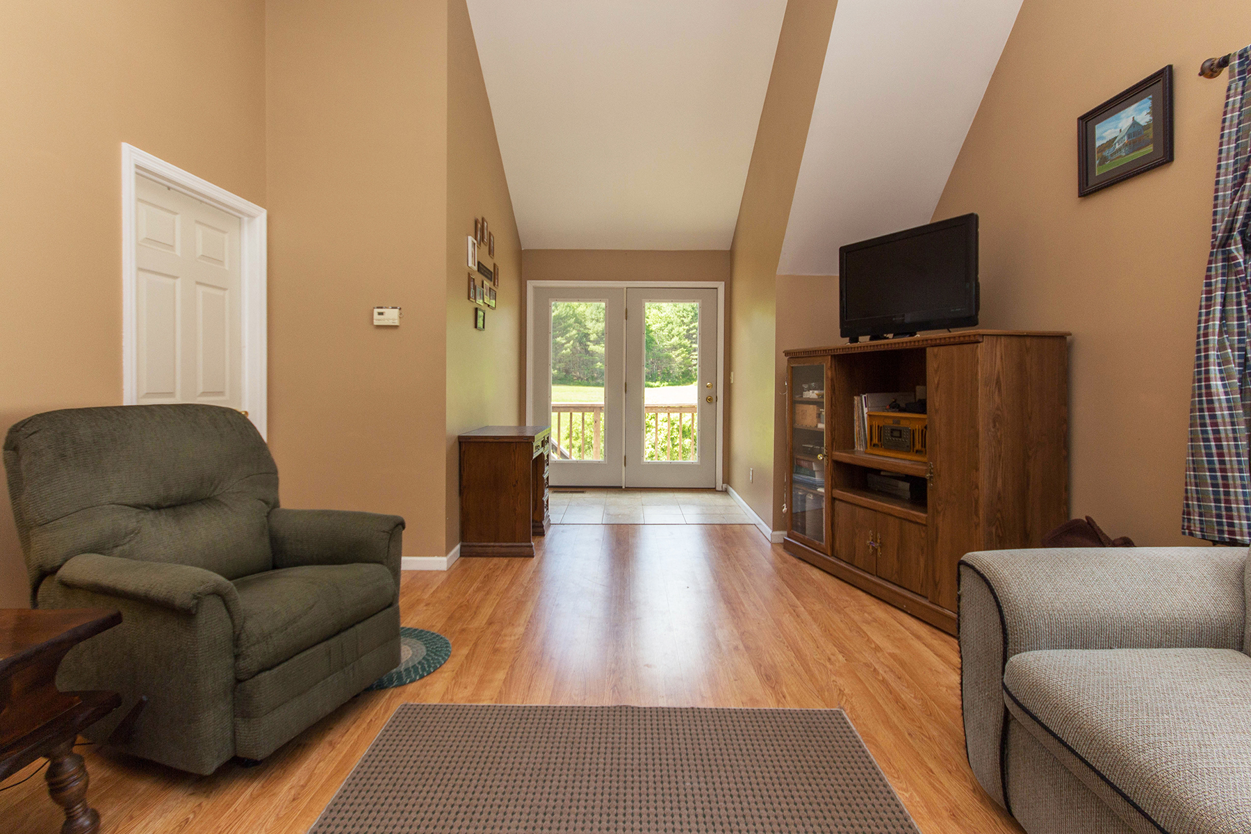 Additional photo for property listing at Butterfly Inn 69  Route 28 Warrensburg, Нью-Йорк 12885 Соединенные Штаты