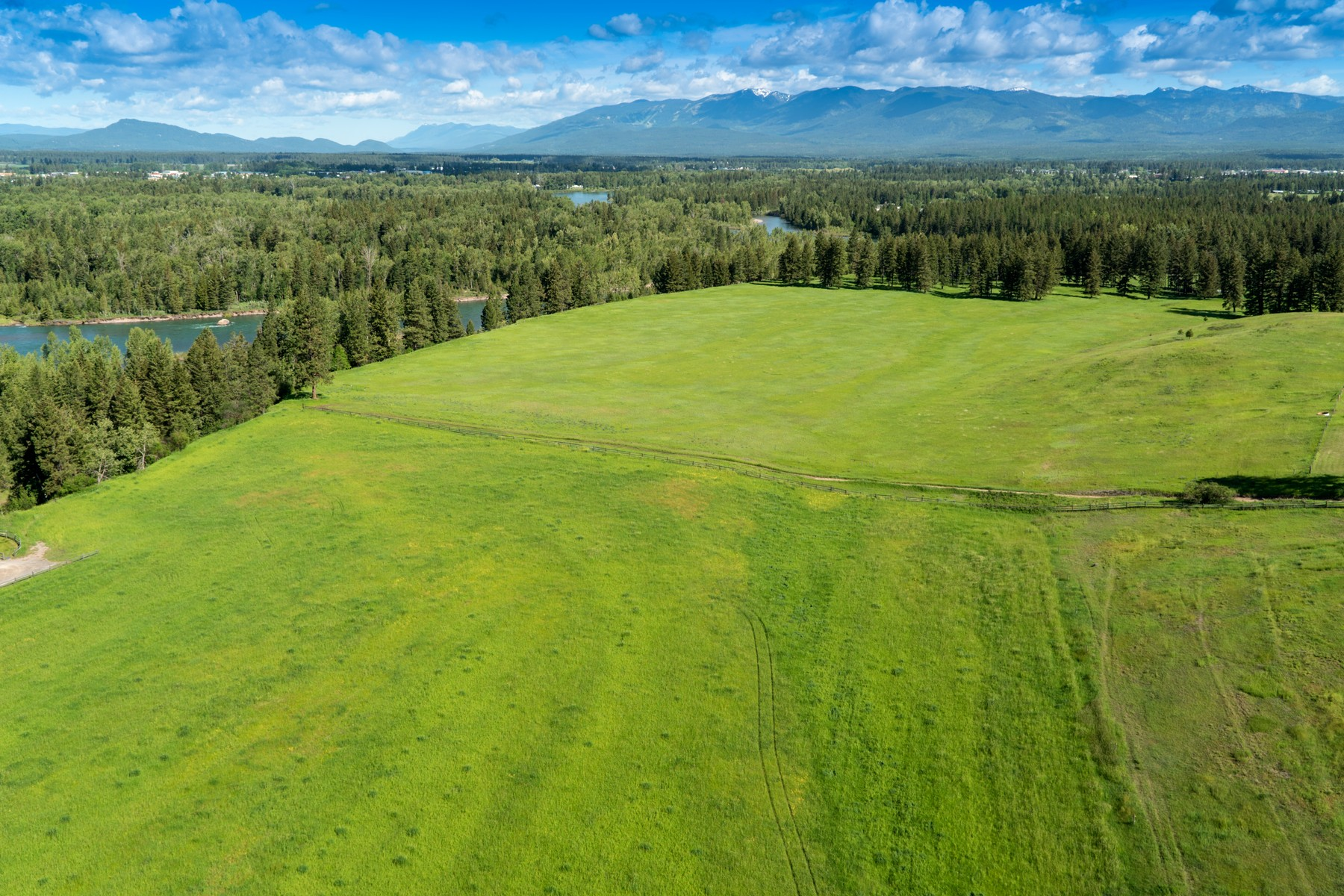 Additional photo for property listing at 18 Gentry Way , Columbia Falls, MT 59912 18  Gentry Way Columbia Falls, Montana 59912 United States
