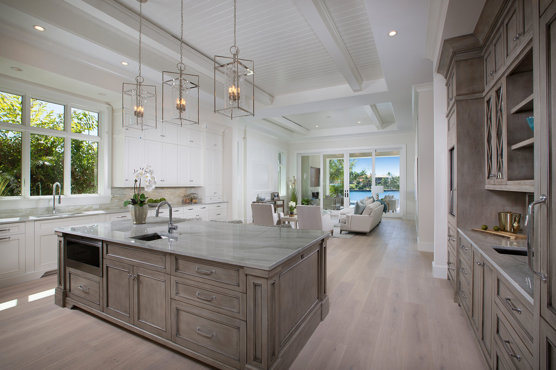 Additional photo for property listing at PARK SHORE 300  Mermaids,  Naples, Florida 34103 United States
