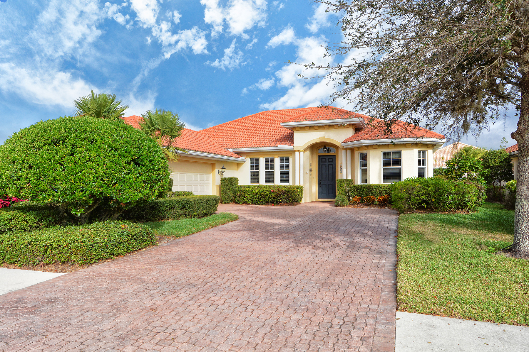 Casa para uma família para Venda às VENETIAN GOLF & RIVER CLUB 153 Medici Terr North Venice, Florida, 34275 Estados Unidos